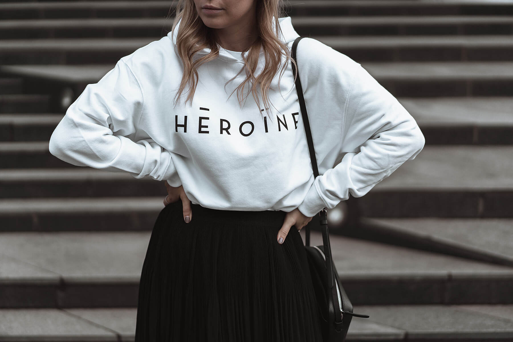 maison heroine hoodie logo weiss fashion blogger sunnyinga
