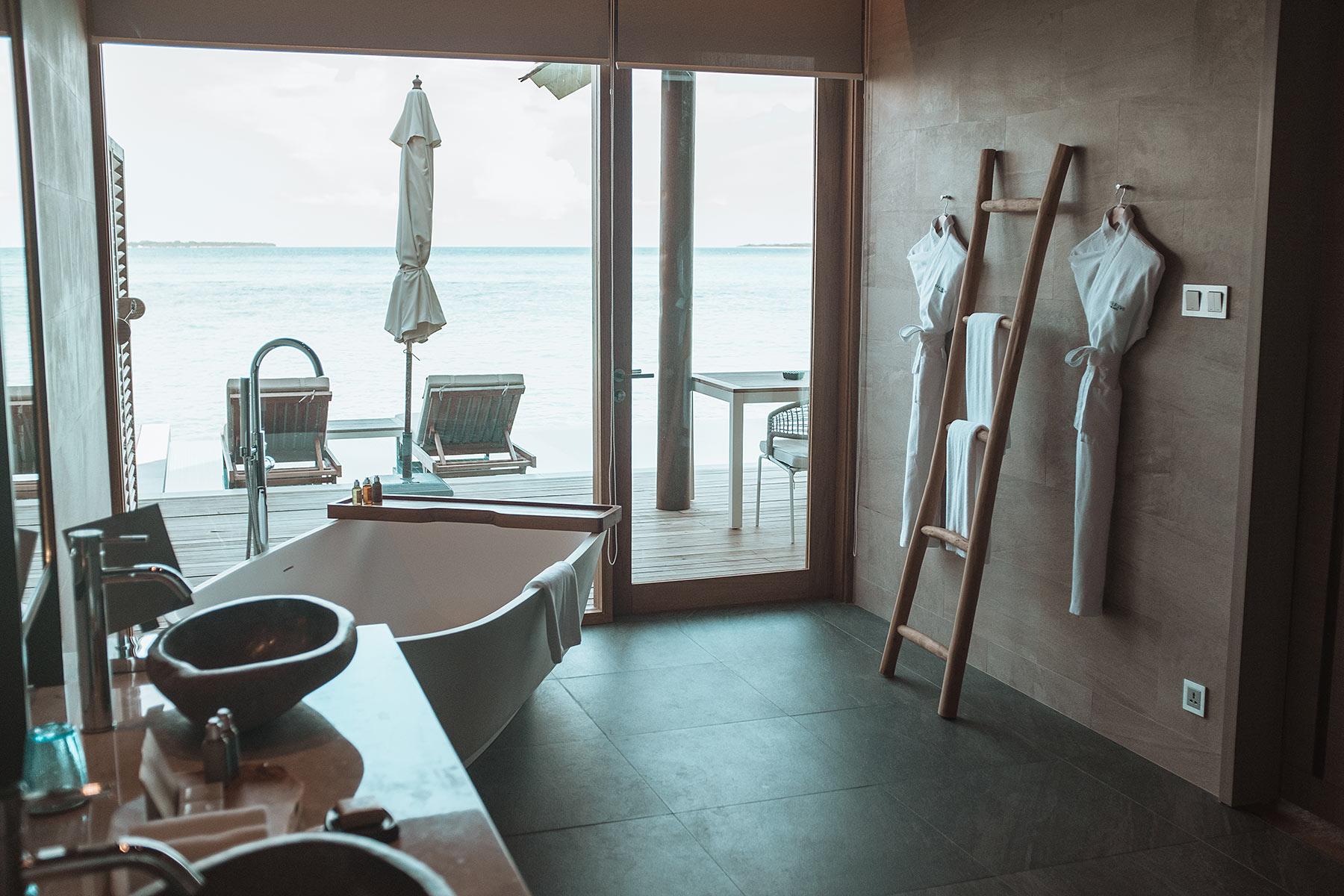 badezimmer faarufushi maldives travel blogger sunnyinga