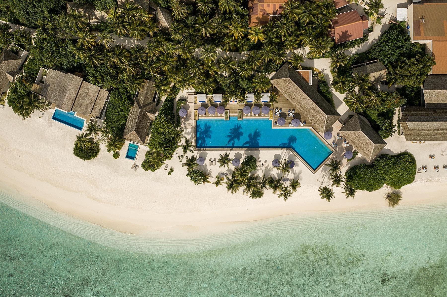 main pool faarufushi maldives travel blogger sunnyinga