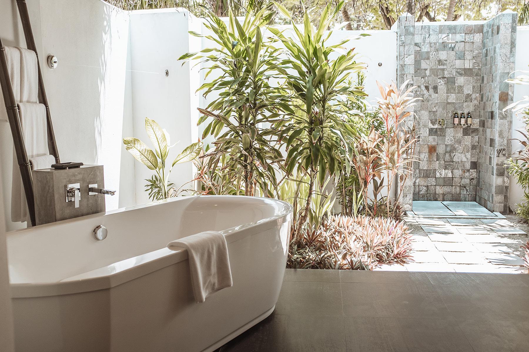 velassaru maldives badezimmer travel blog sunnyinga