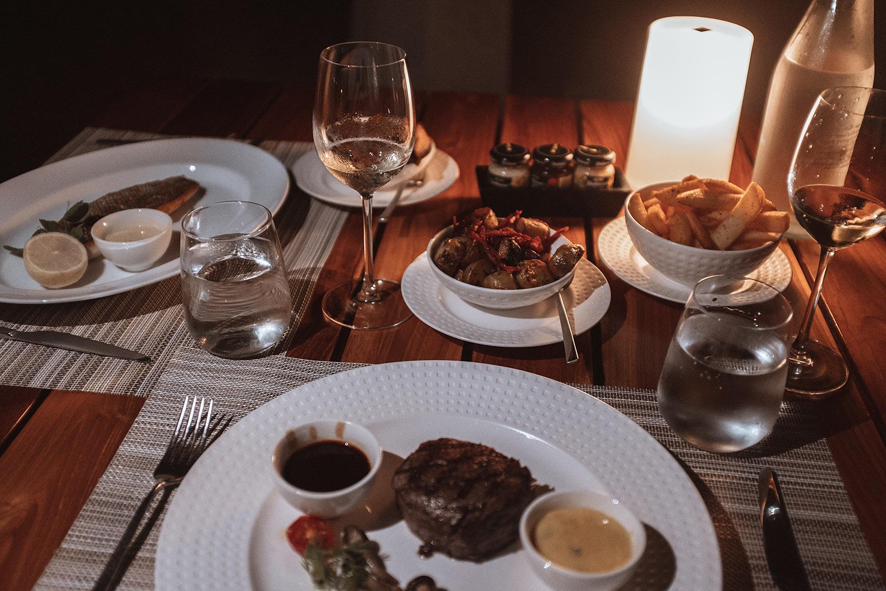 velassaru maldives dinner restaurant travel blog sunnyinga
