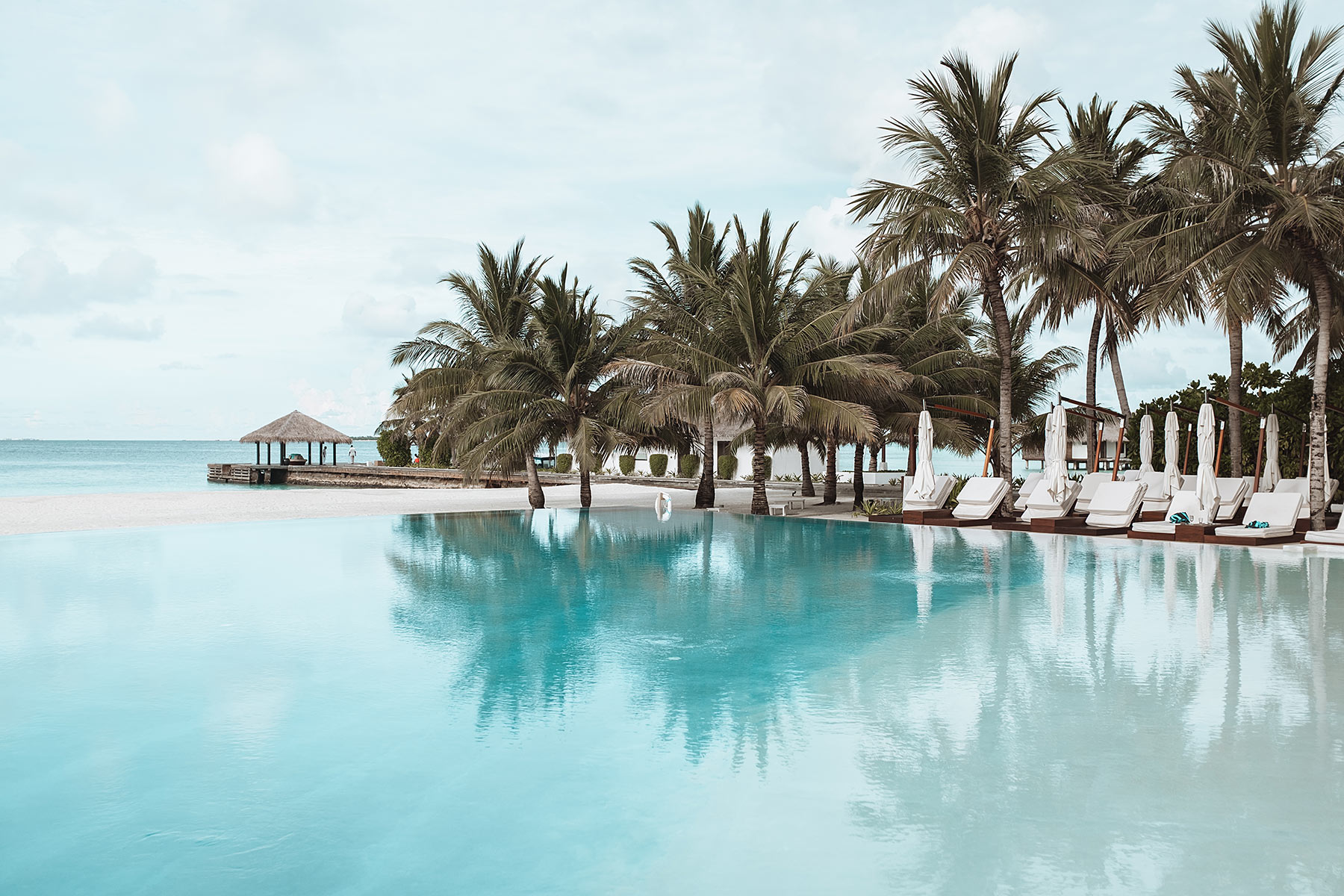 velassaru maldives infinity pool travel blog sunnyinga