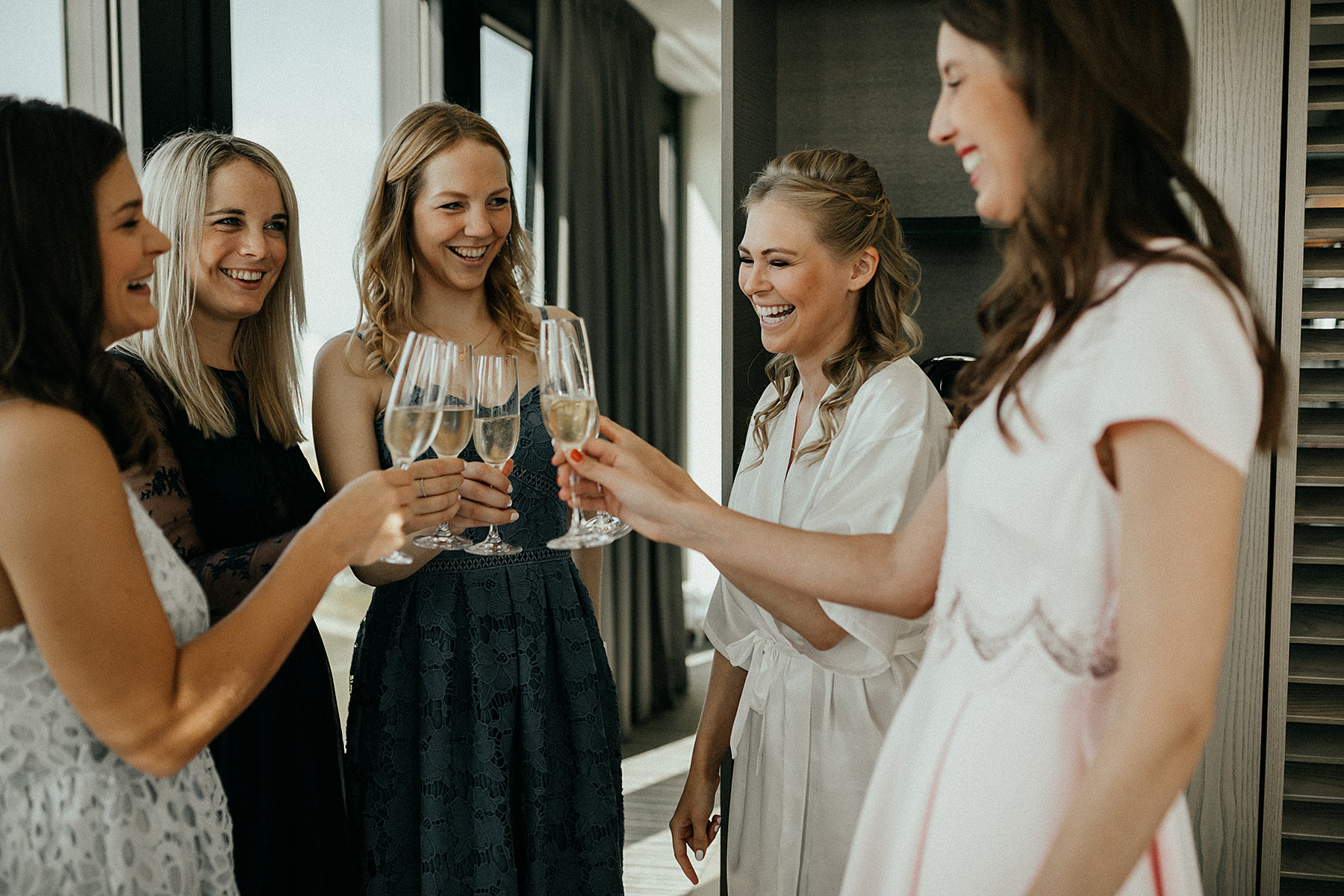 getting ready bridesmaides hotel sunnyinga