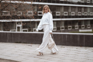 weihnachtsoutfit all white fashion blogger inga brauer sunnyinga
