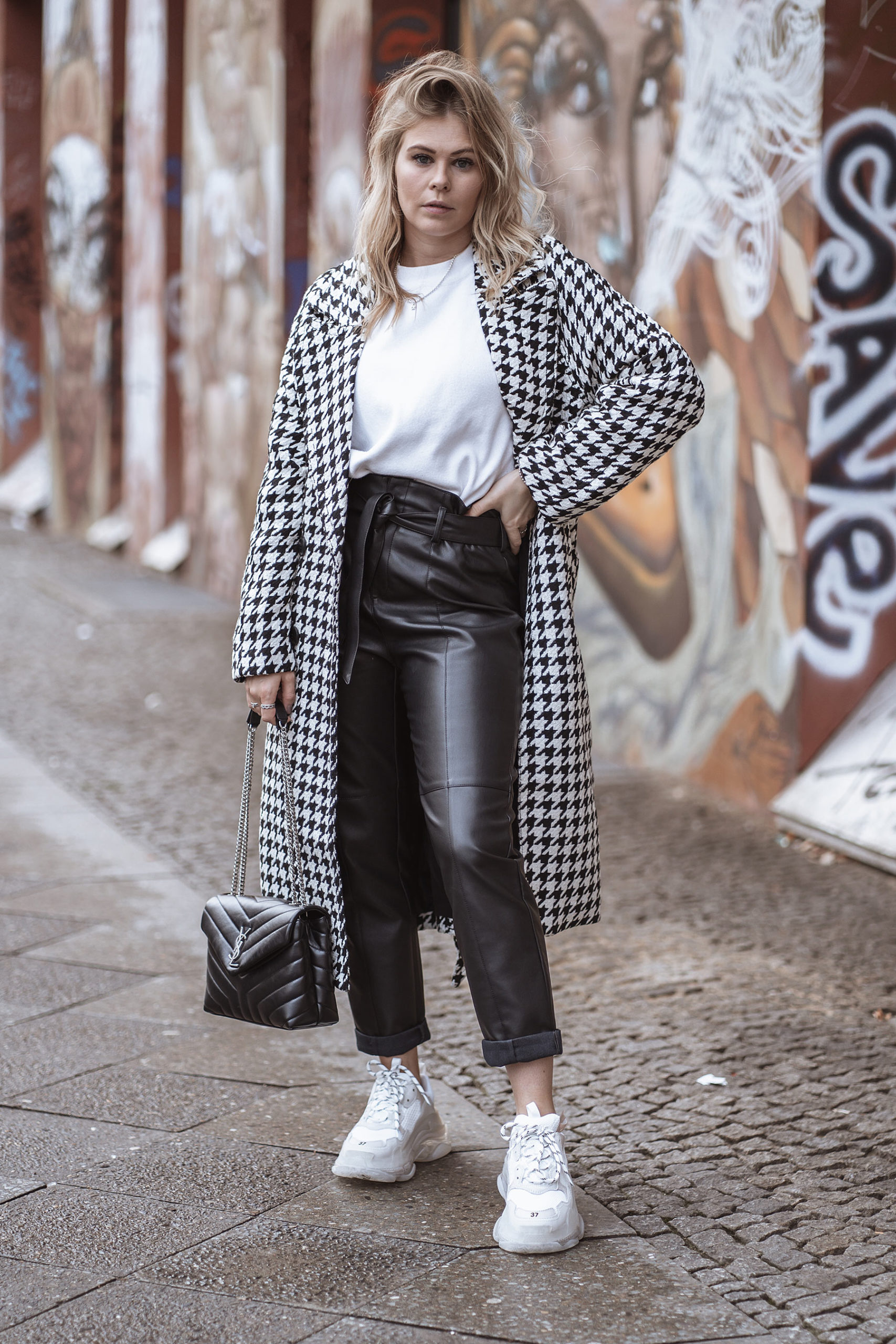mantel hahnentrittmuster street style outfit inga brauer