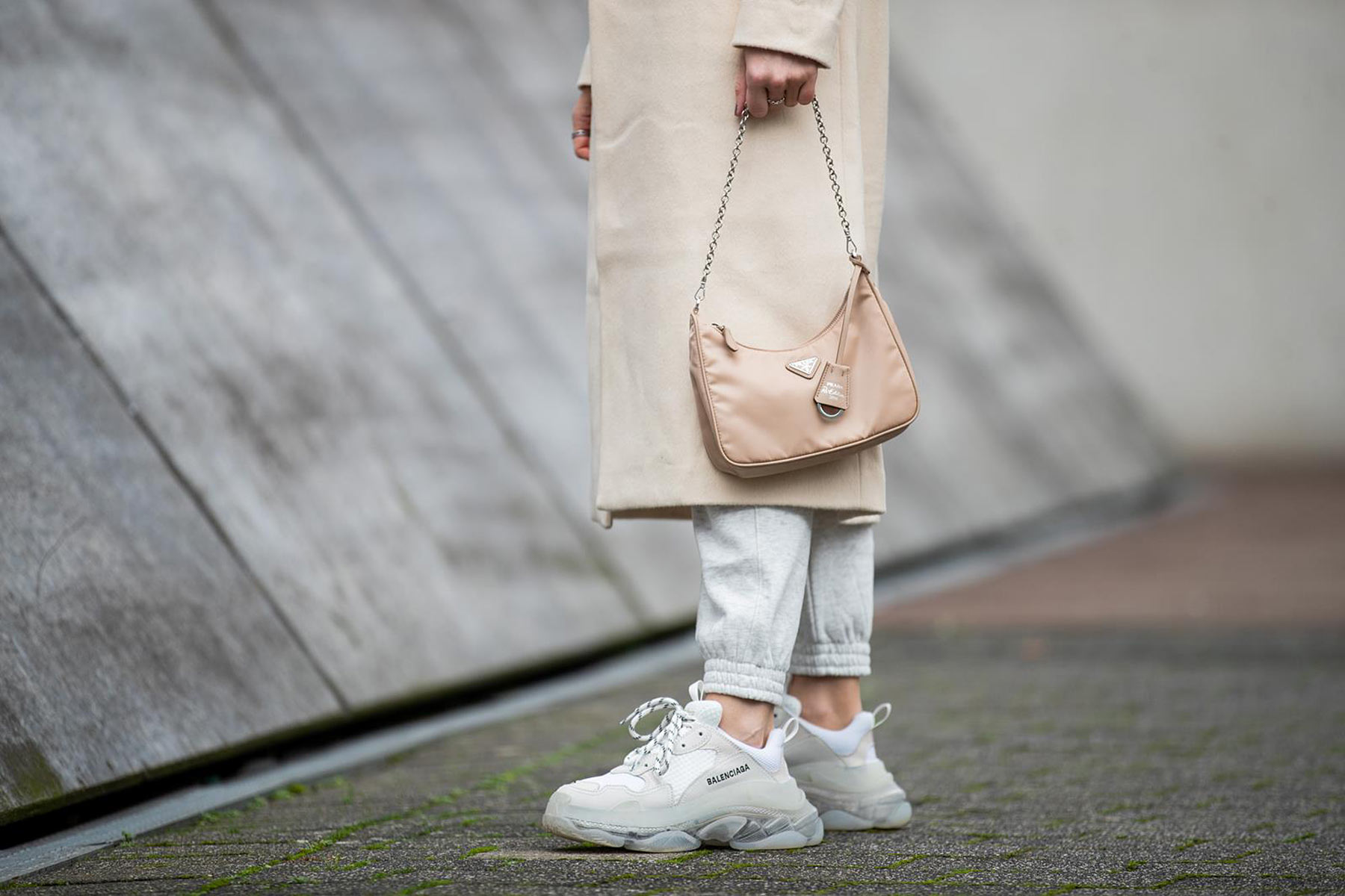 balenciaga triple s sneaker weiss outfit inga brauer sunnyinga
