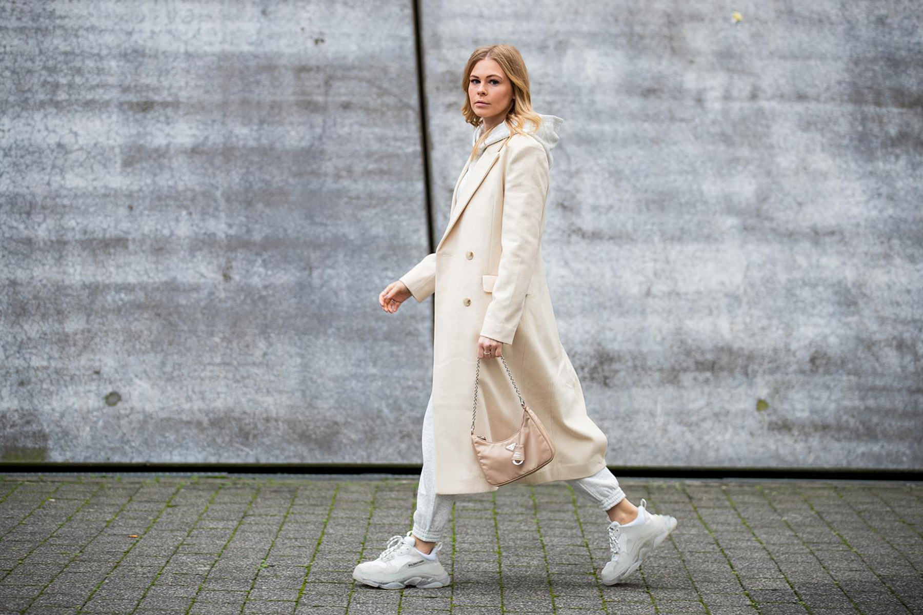 mantel weiss outfit winter inga brauer blog