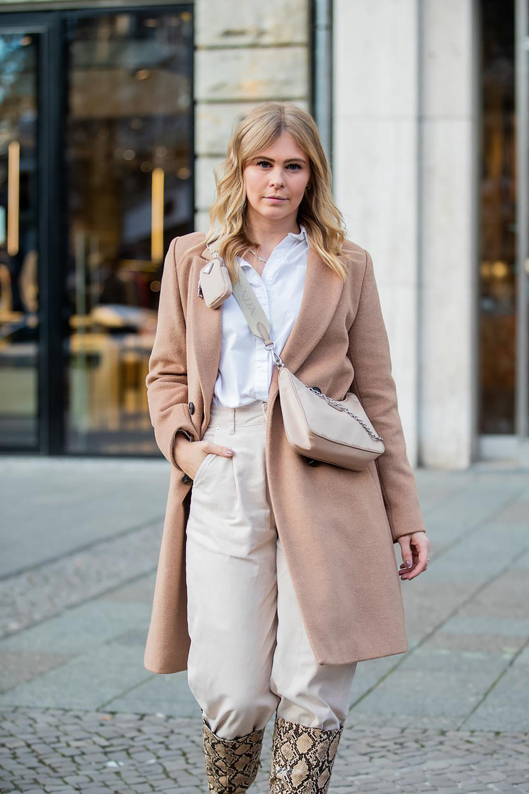 all over beige outfit hose in stiefel fashion blogger sunnyinga