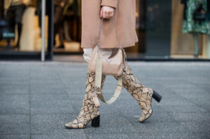 hose in stiefel outfit slouchy boots fashion blogger inga brauer
