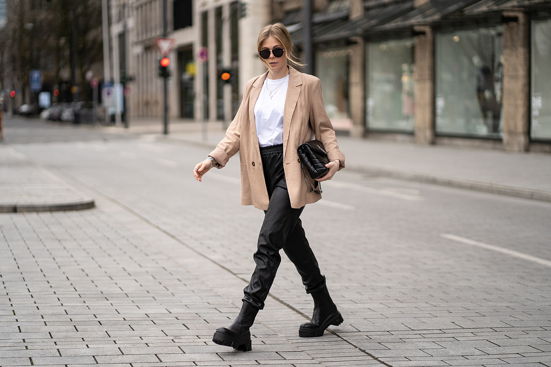 military boots outfit fashion blogger inga brauer sunnyinga