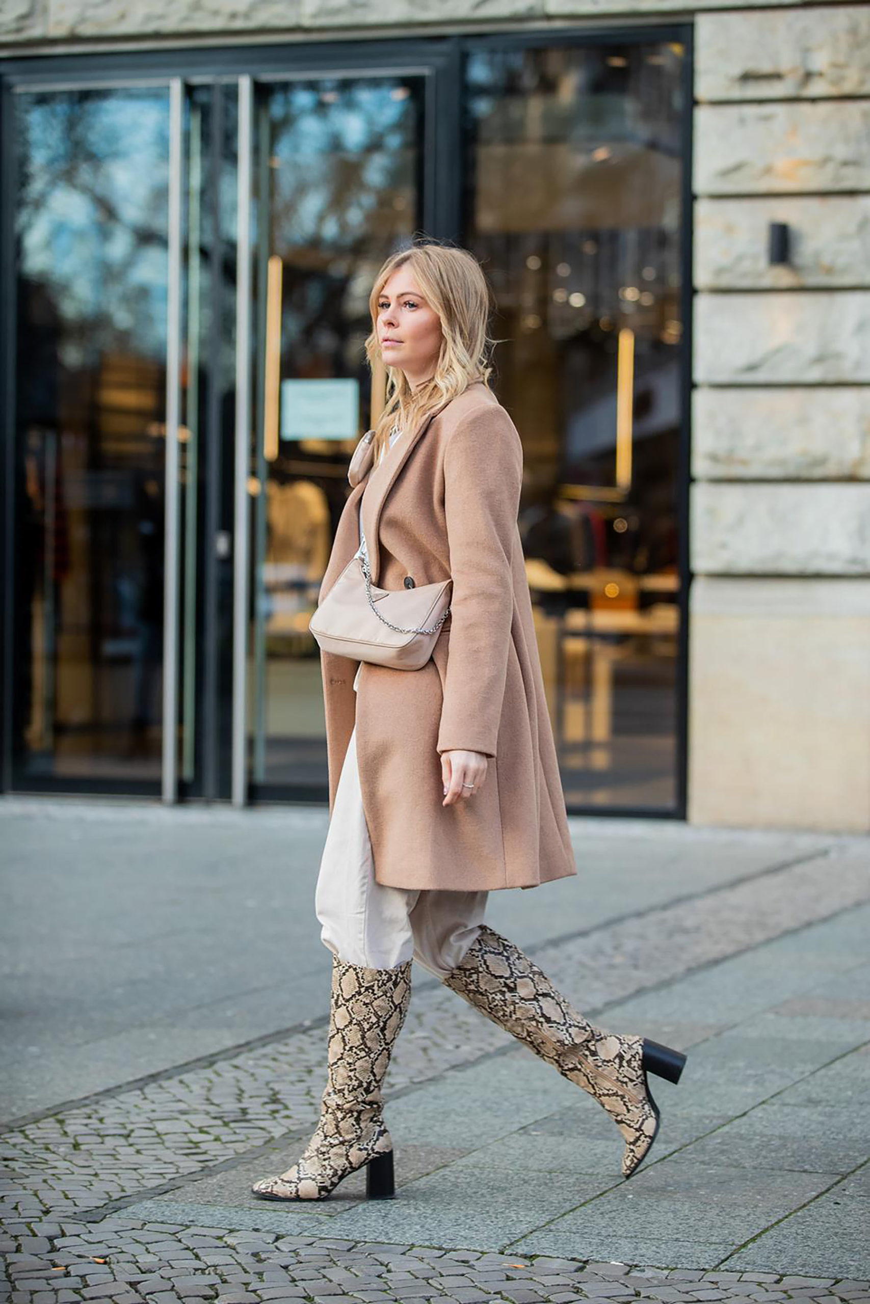 outfit hose in stiefel fashion blogger inga brauer