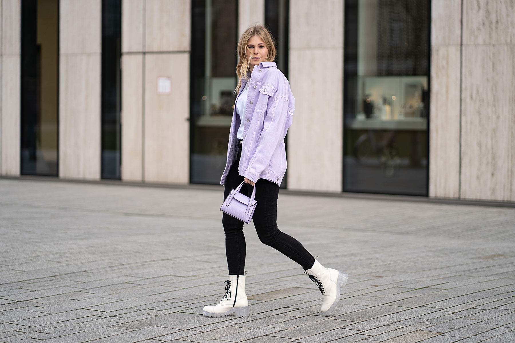 fashion blogger frühling trend lavendel streetstyle outfit sunnyinga