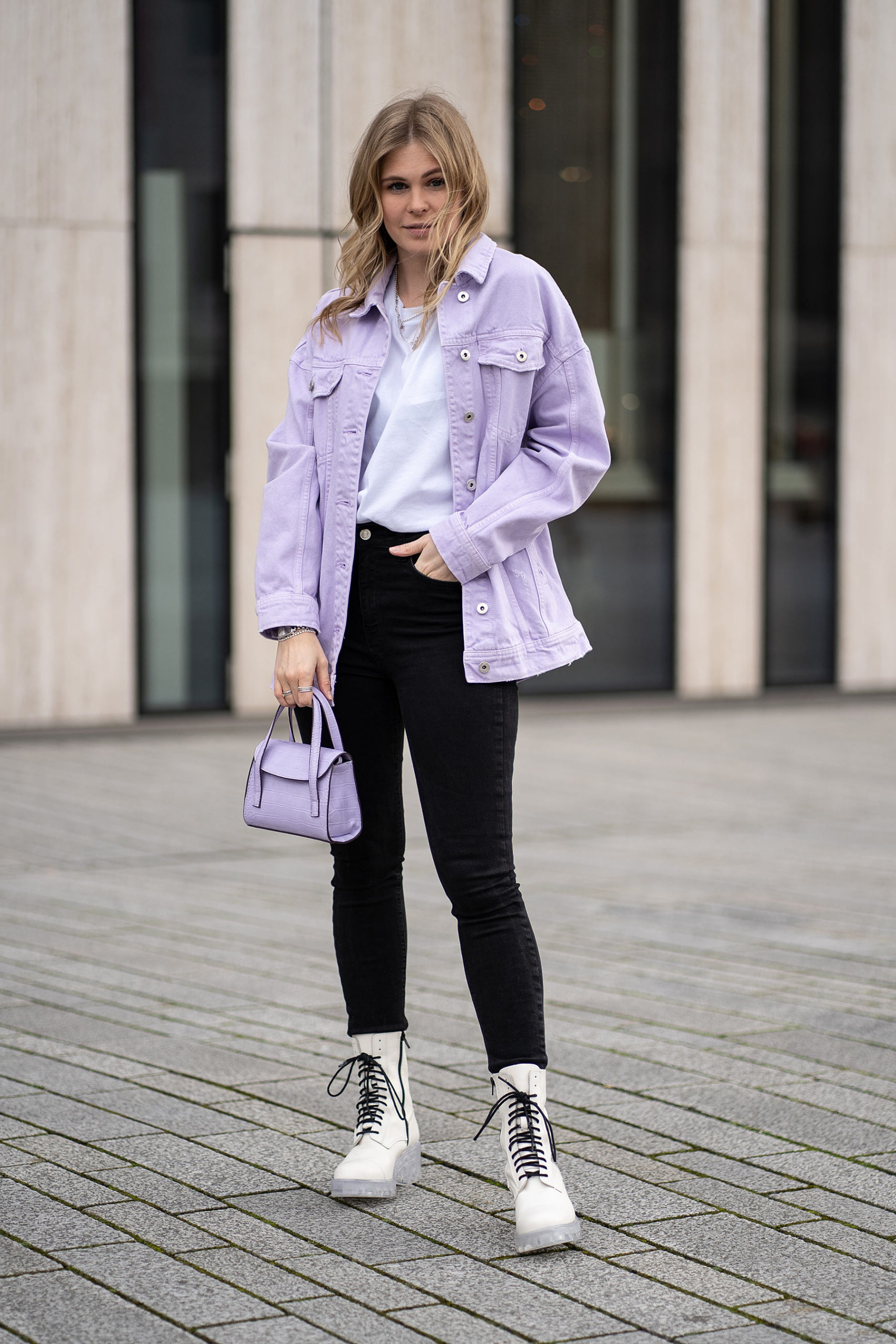 inga brauer lavendel trend outfit frühling streetstyle düsseldorf