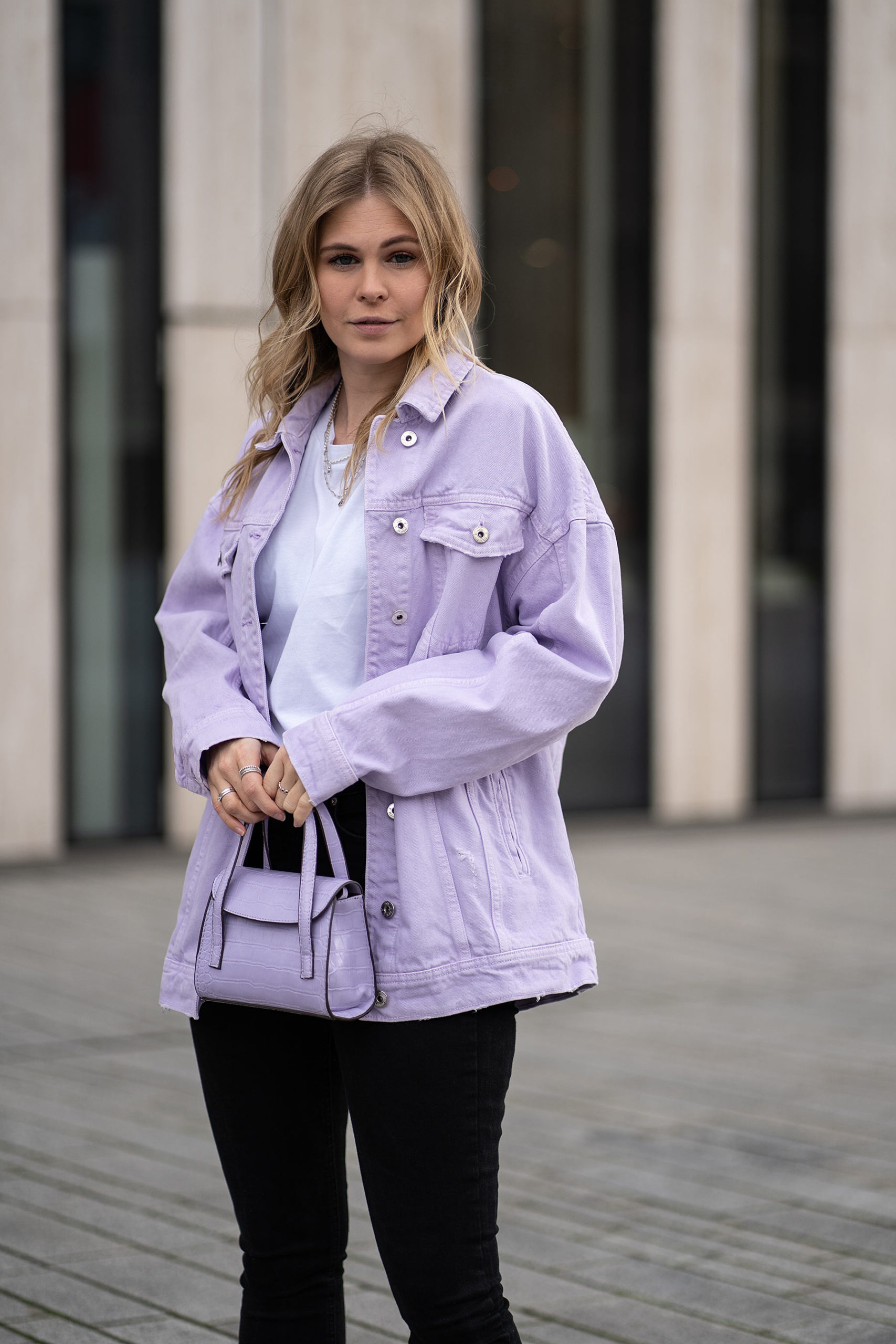 lavendel perfect match jeansjacke tasche outfit sunnyinga