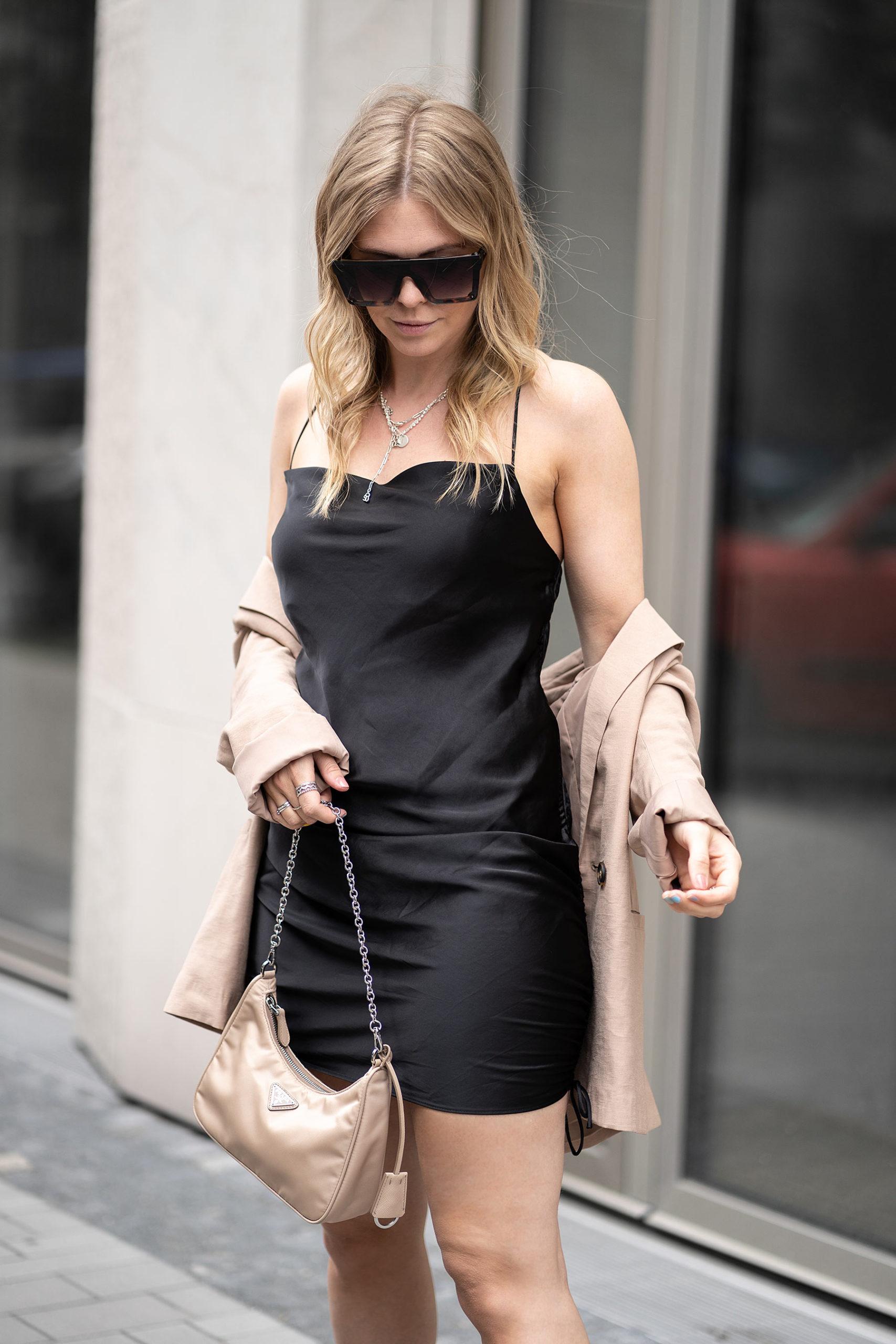 outfit: satinkleid richtig kombinieren - fashion blog - inga