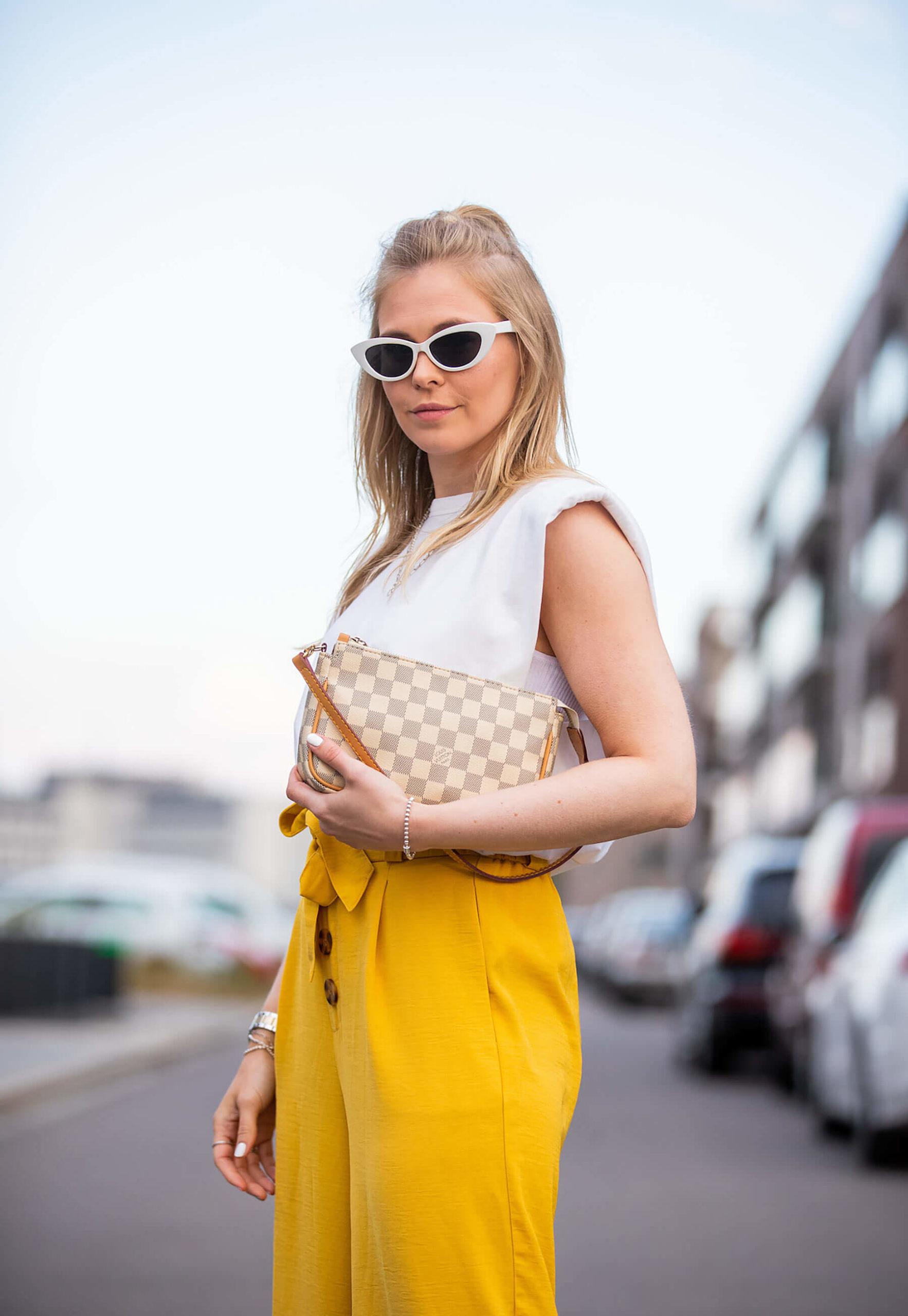 louis vuitton damier azur pochette tasche blogger sunnyinga