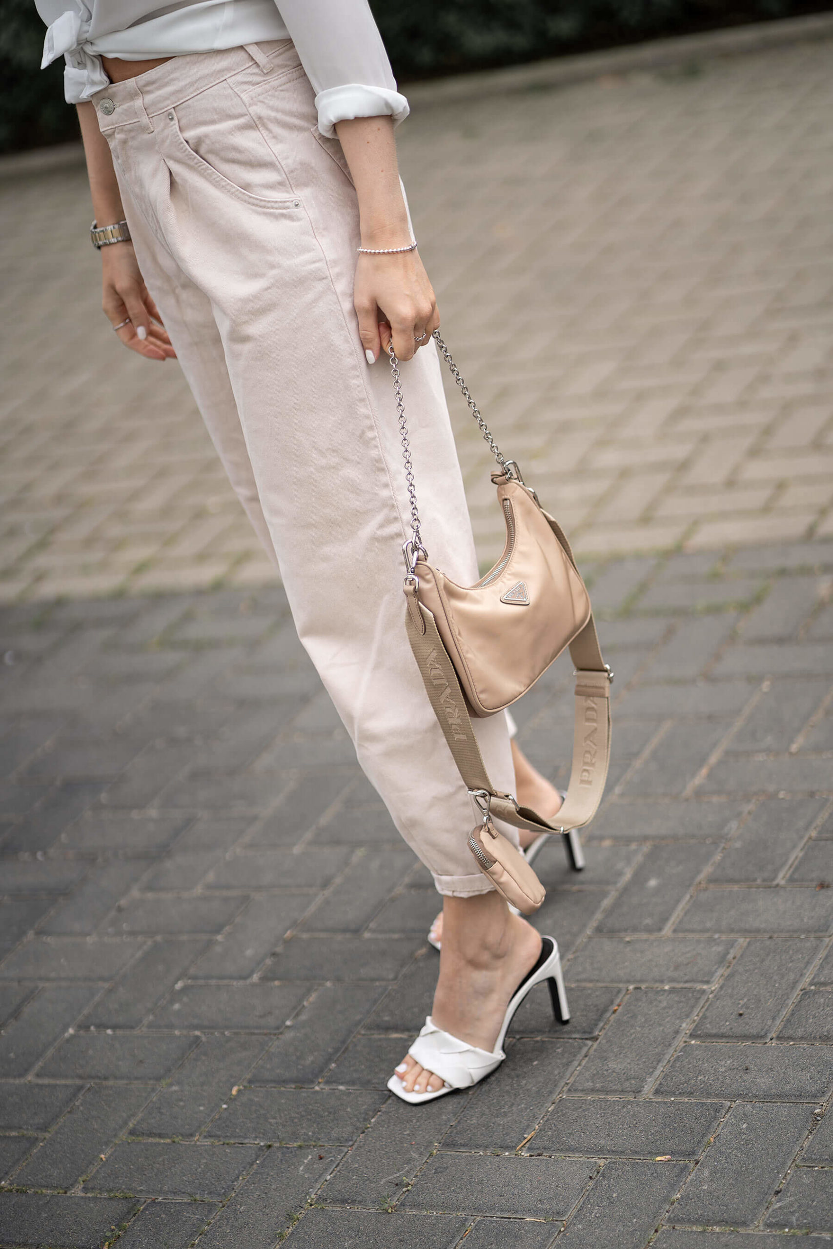 outfit mules sommer trend beige prada tasche sunnyinga