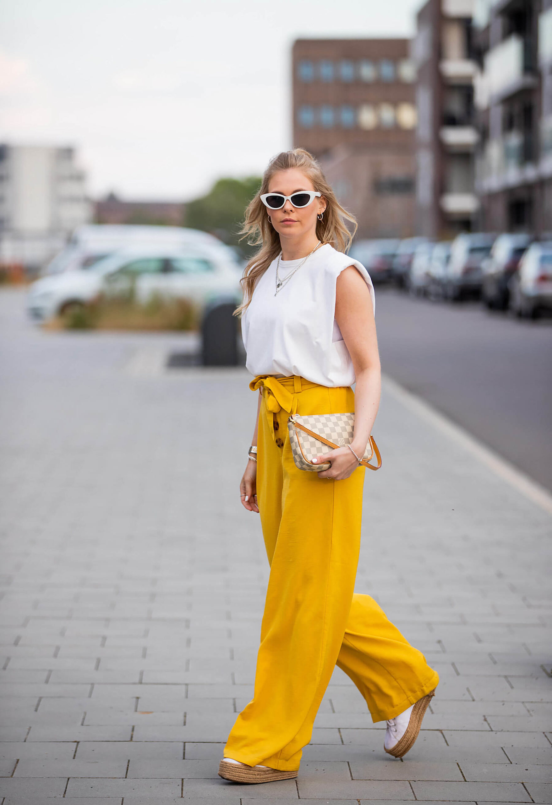 shirt mit schulterpolstern weiss outfit blogger fashion sunnyinga