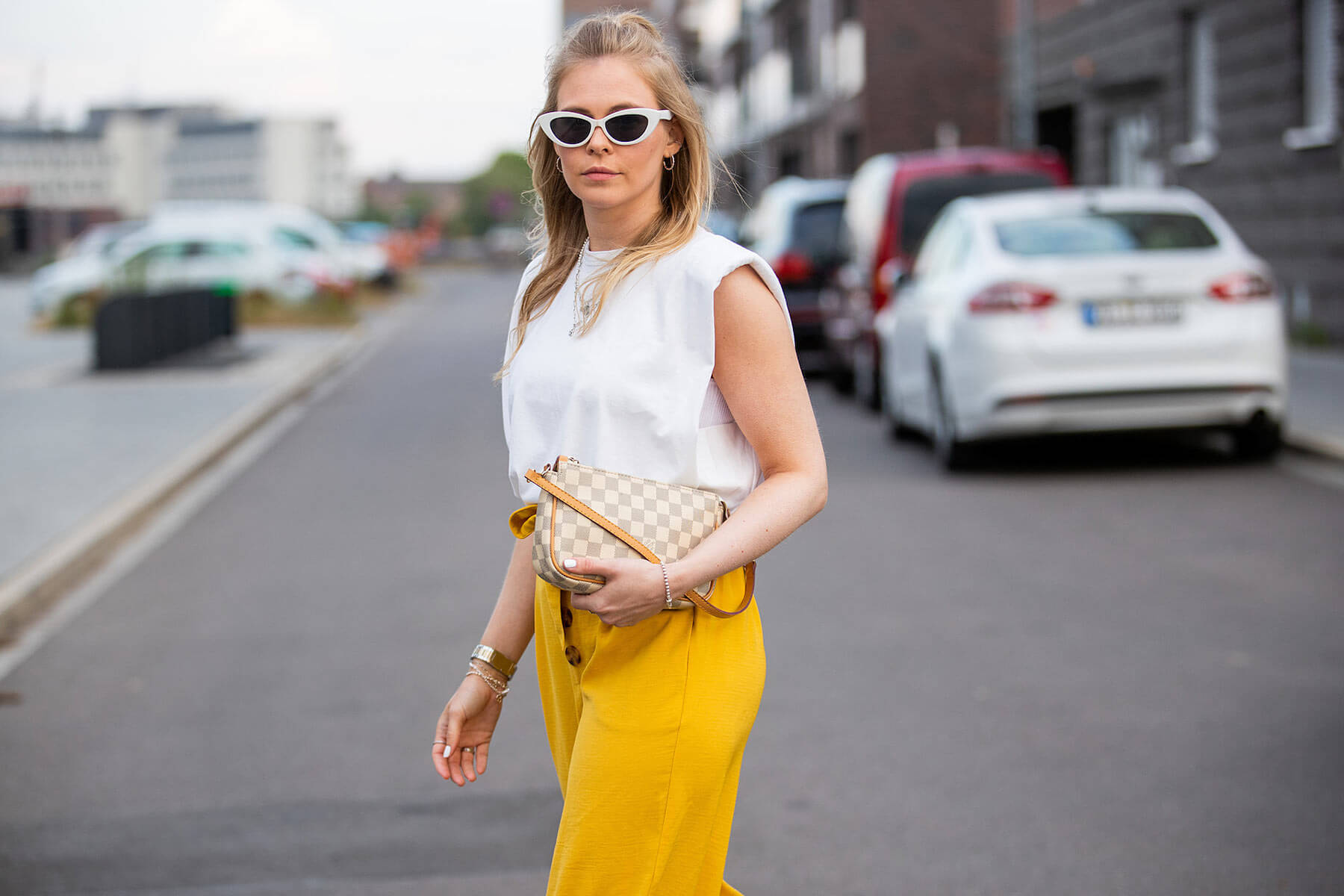 shirt mit schulterpolstern weiss outfit fashion blogger inga brauer