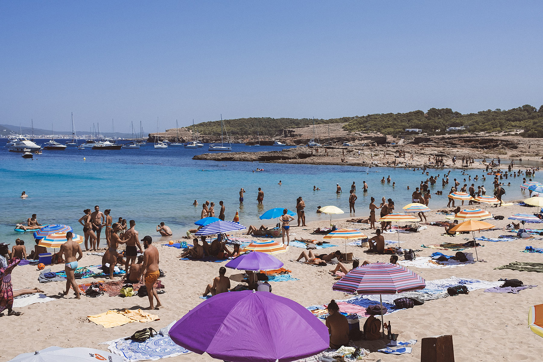 cala bassa ibiza bucht travel blog sunnyinga
