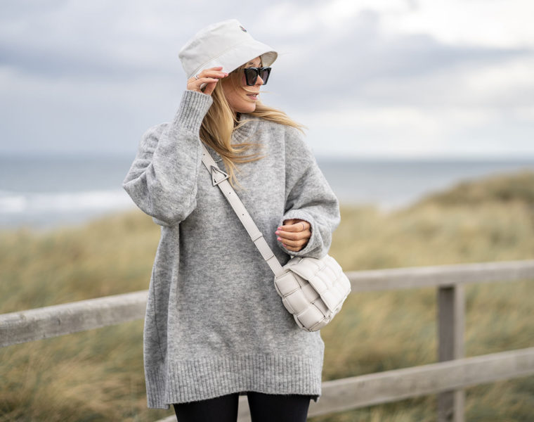 bucket hat moncler outfit fashion blogger inga brauer sunnyinga düsseldorf