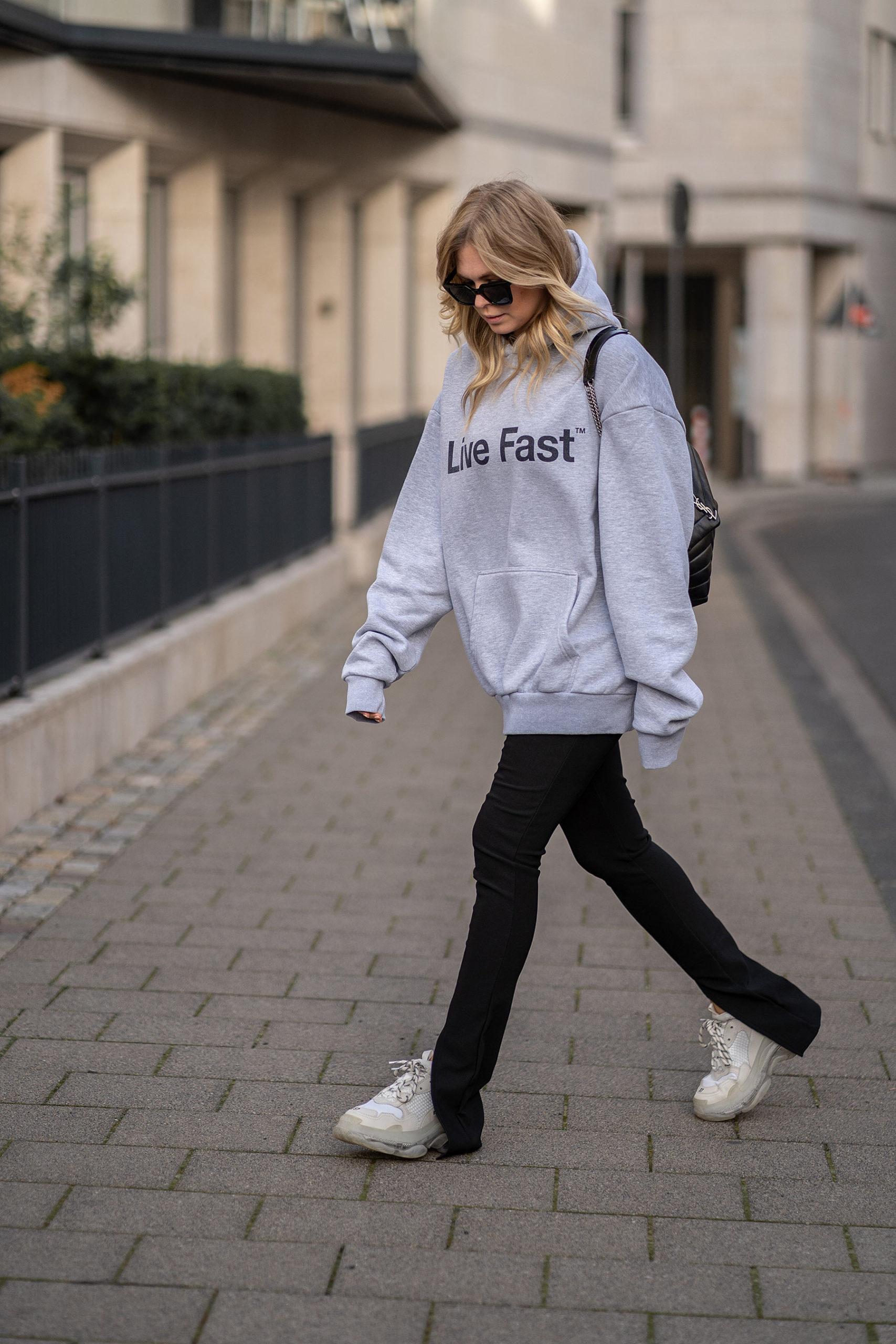 hose mit schlitz schwarz outfit hoodie inga brauer