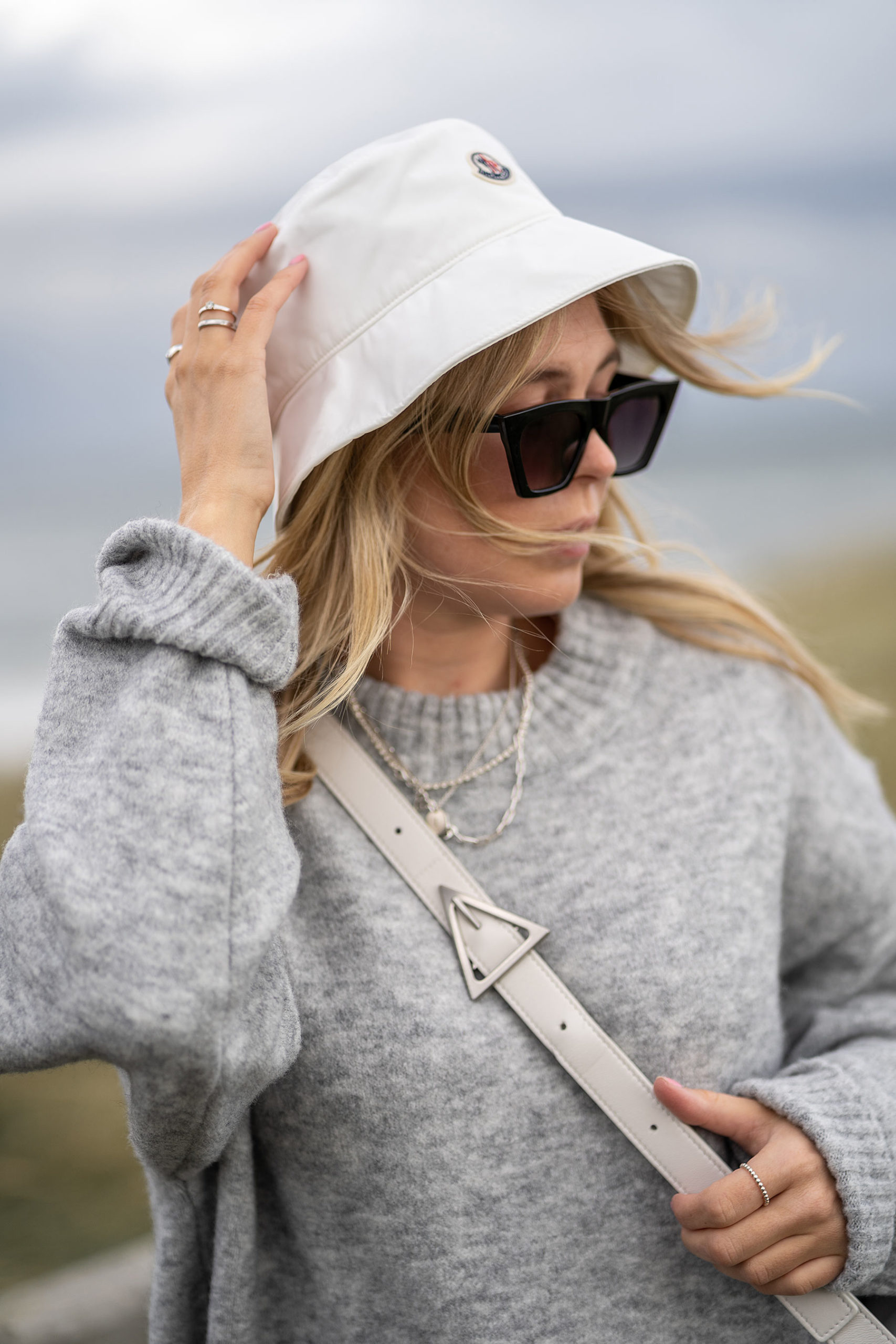 moncler bucket hat weiss outfit inga brauer