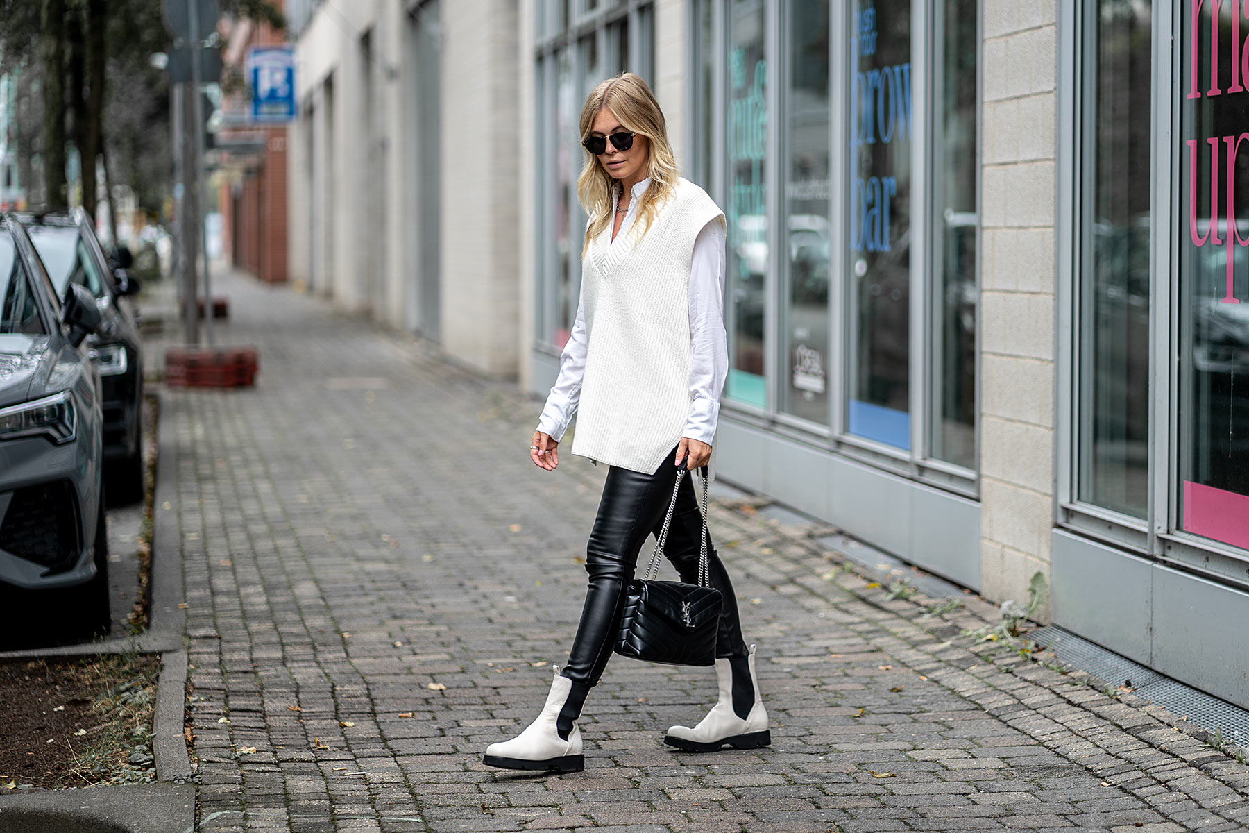 outfit strickweste leggings bluse boots inga brauer fashion blogger