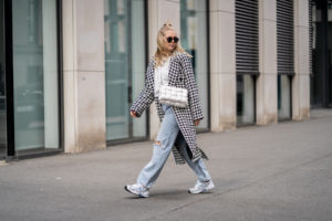frühlingsoutfit mantel jeans new balance fashion blog sunnyinga