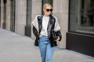 oversize lederjacke strickpullover outfit fashion blogger inga brauer sunnyinga