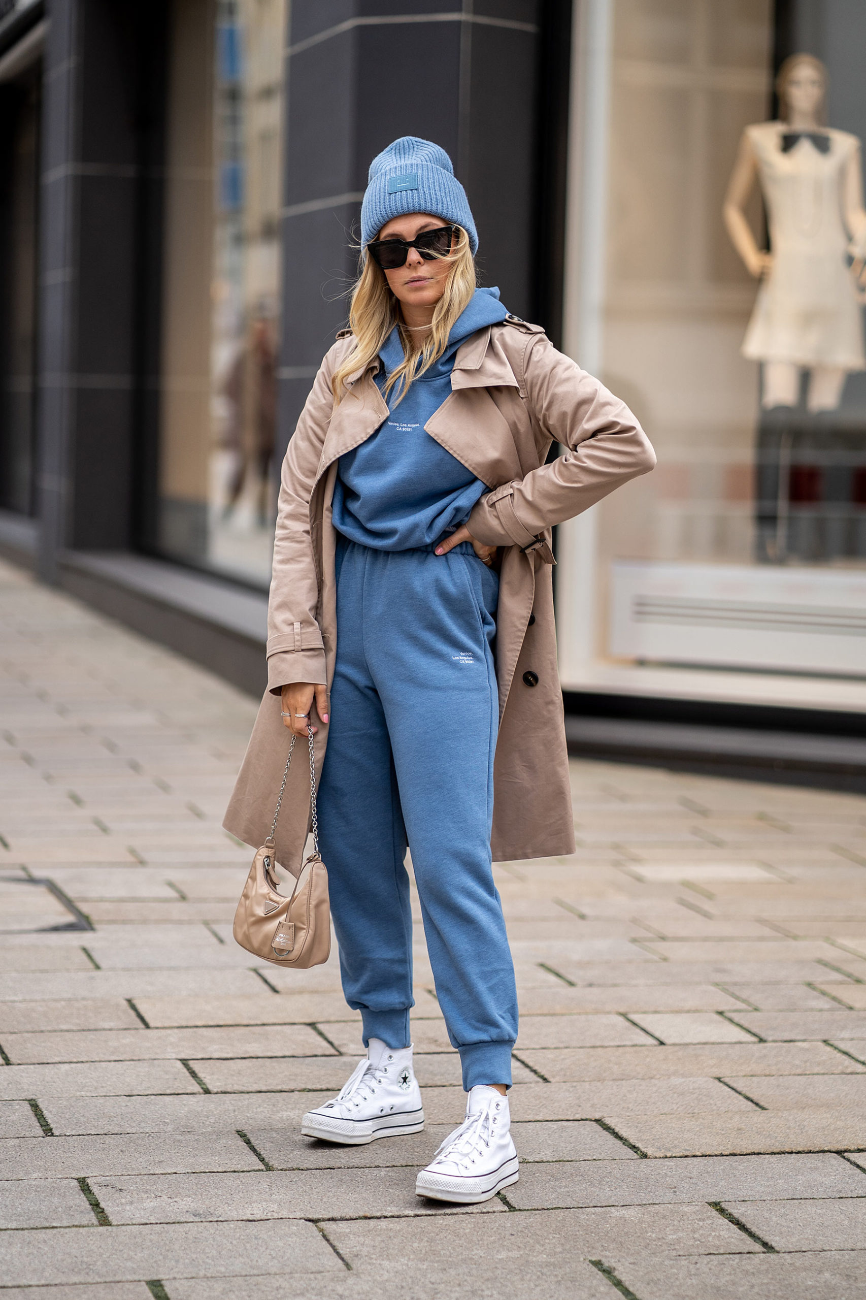 trainingsanzug damen blau chucks fashion blog sunnyinga