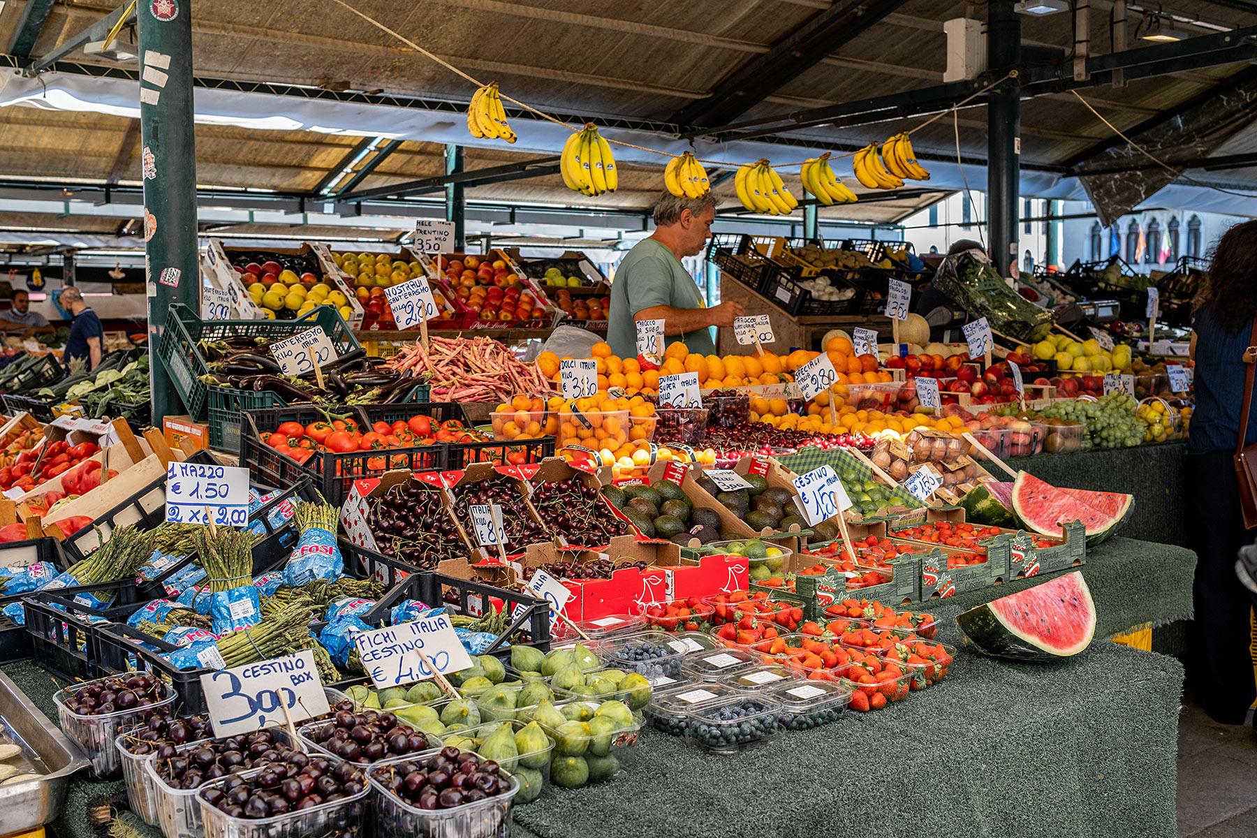 markt morgens obst fisch travel blog sunnyinga