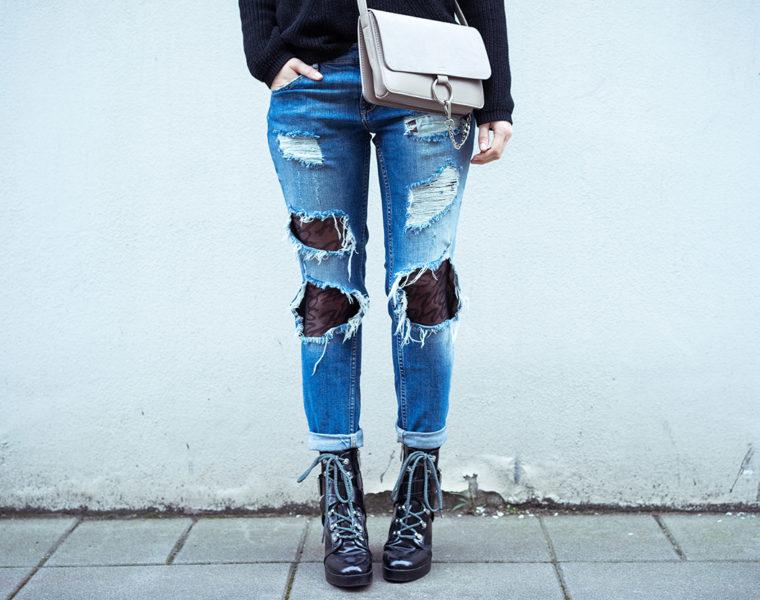 Ripped Jeans mit Strumpfhose