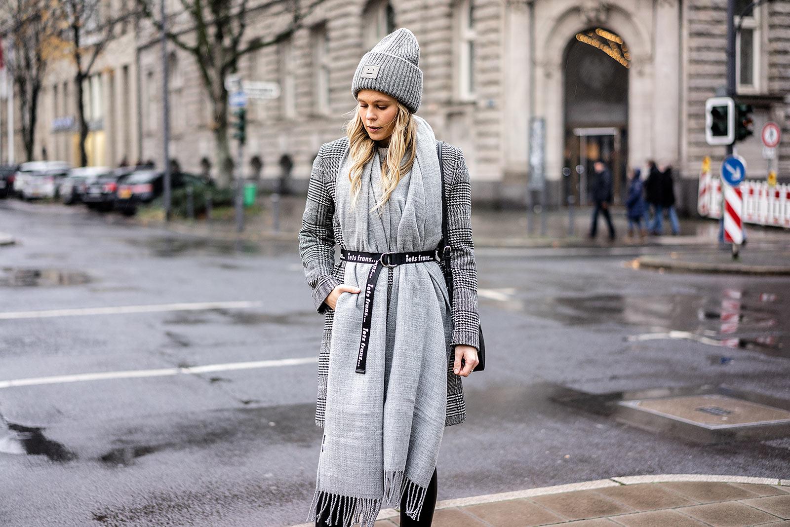 Acne Mütze grau Winter-Accessoires Bloggerin Sunnyinga