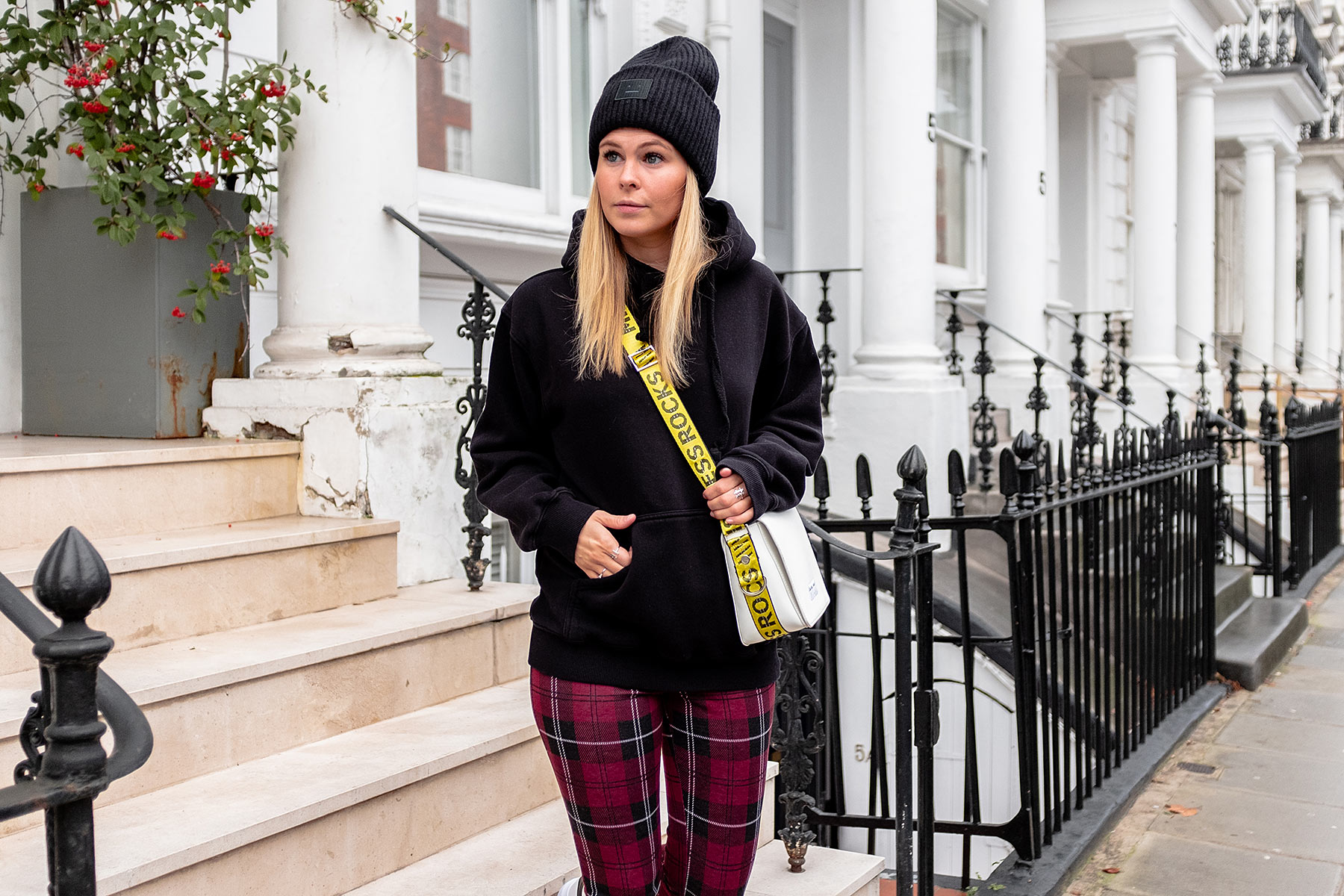 acne studios mütze schwarz fashion blogger sunnyinga