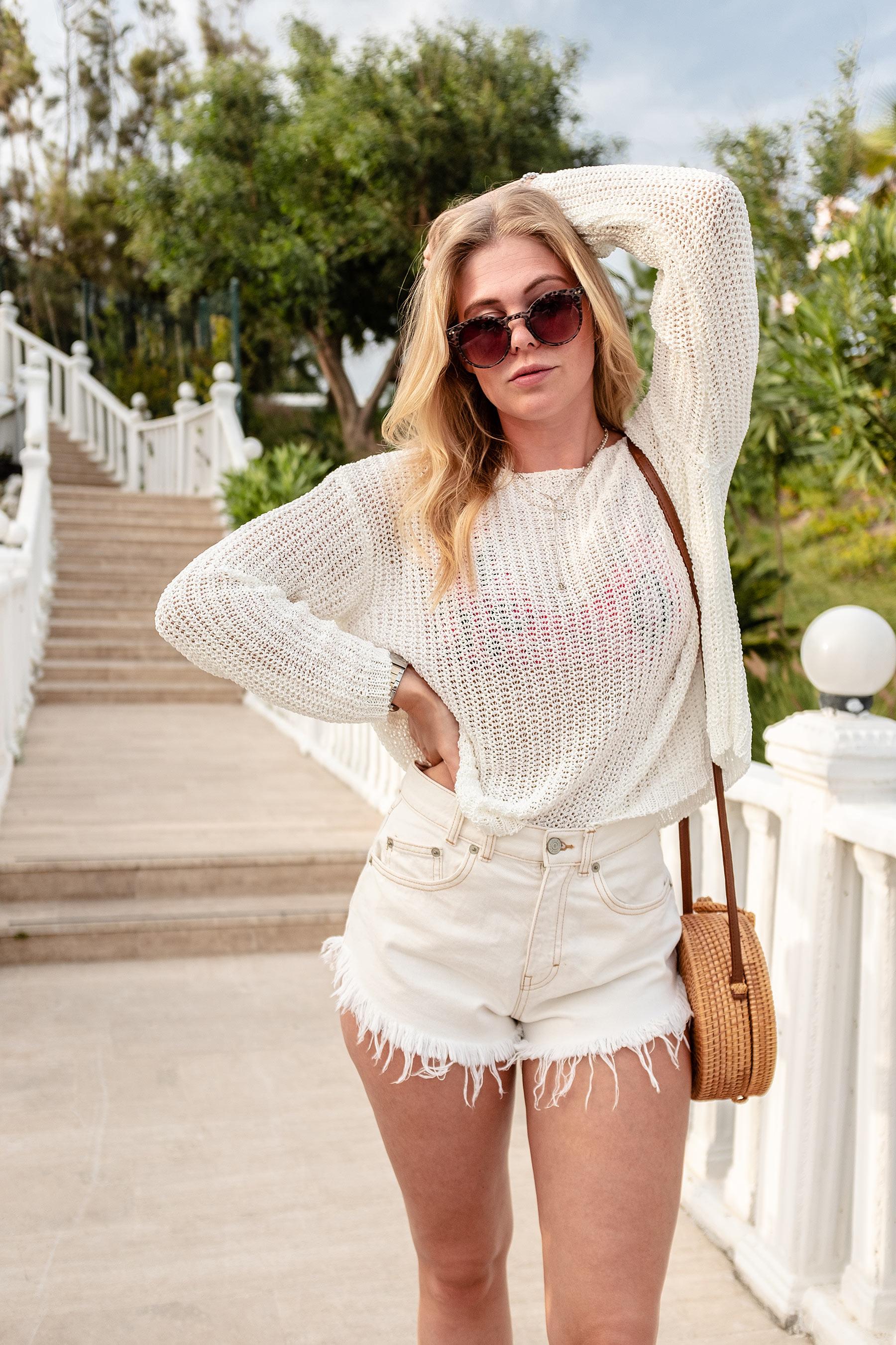 all white outfit trekking-sandalen fashion blogger sunnyinga