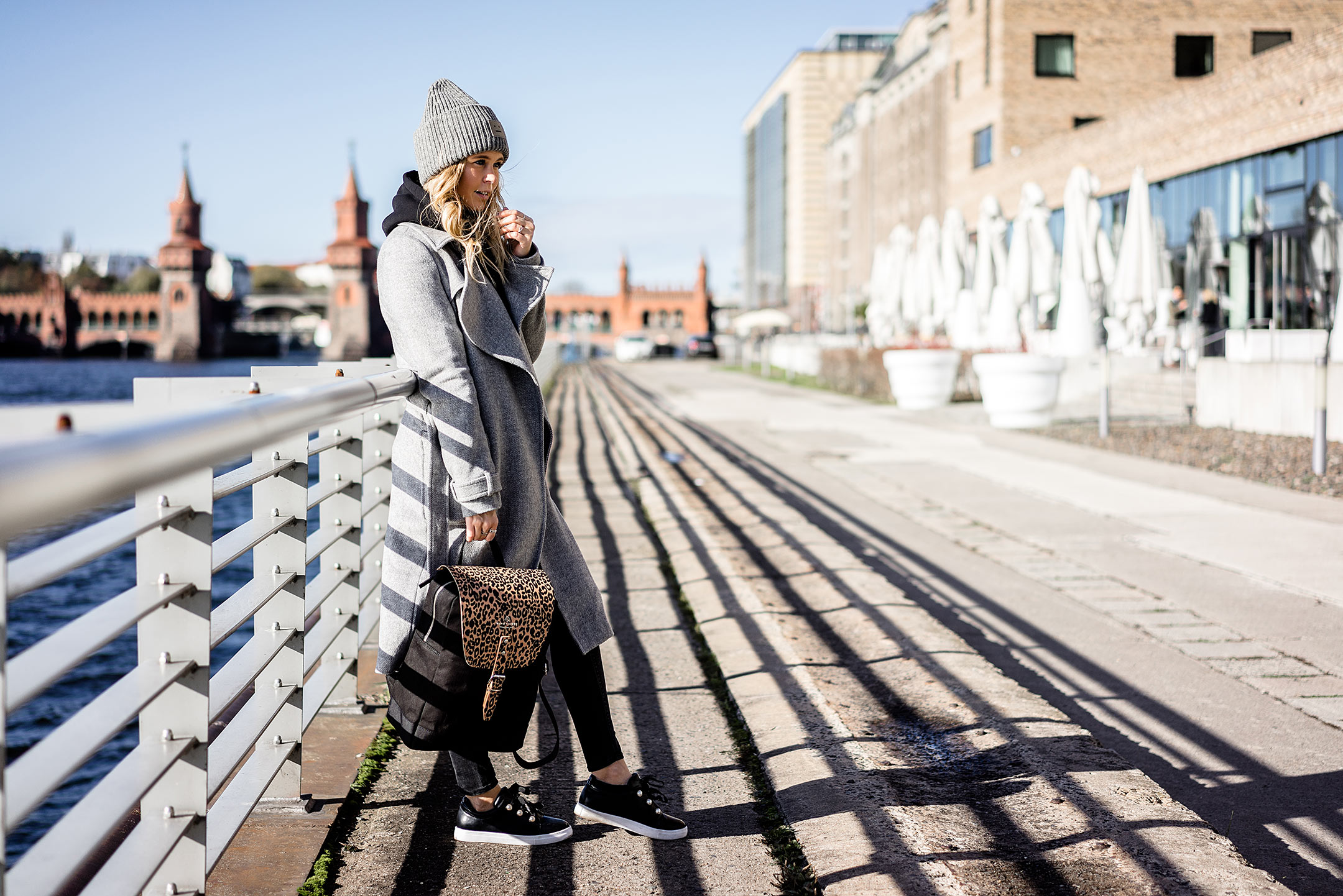 Berlin Outfit Oberbraumbrücke Streetstyle Winter Rucksack Fashion Blogger Sunnyinga