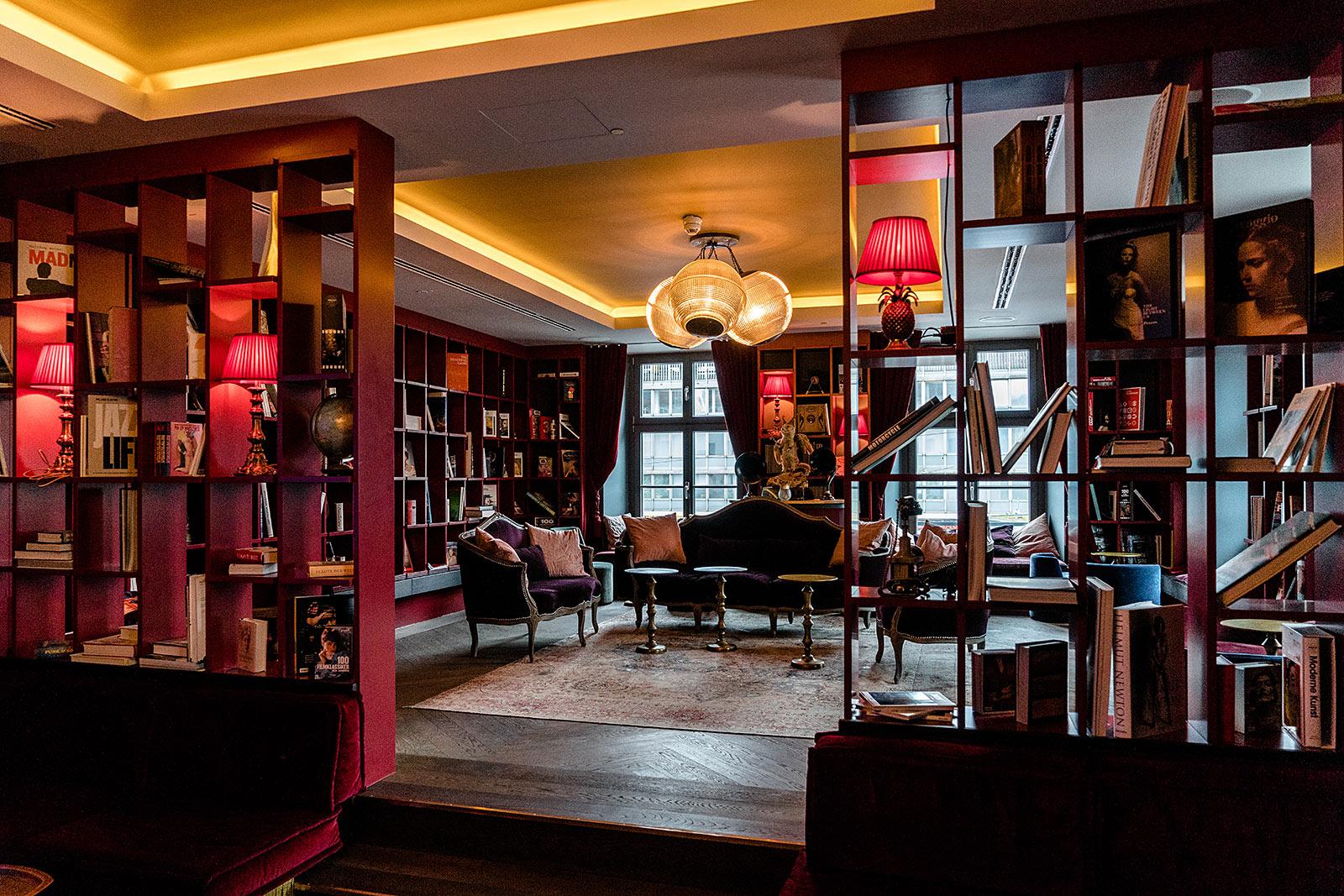 bibliothek 25hours hotel münchen the royal bavarian travel blog sunnyinga