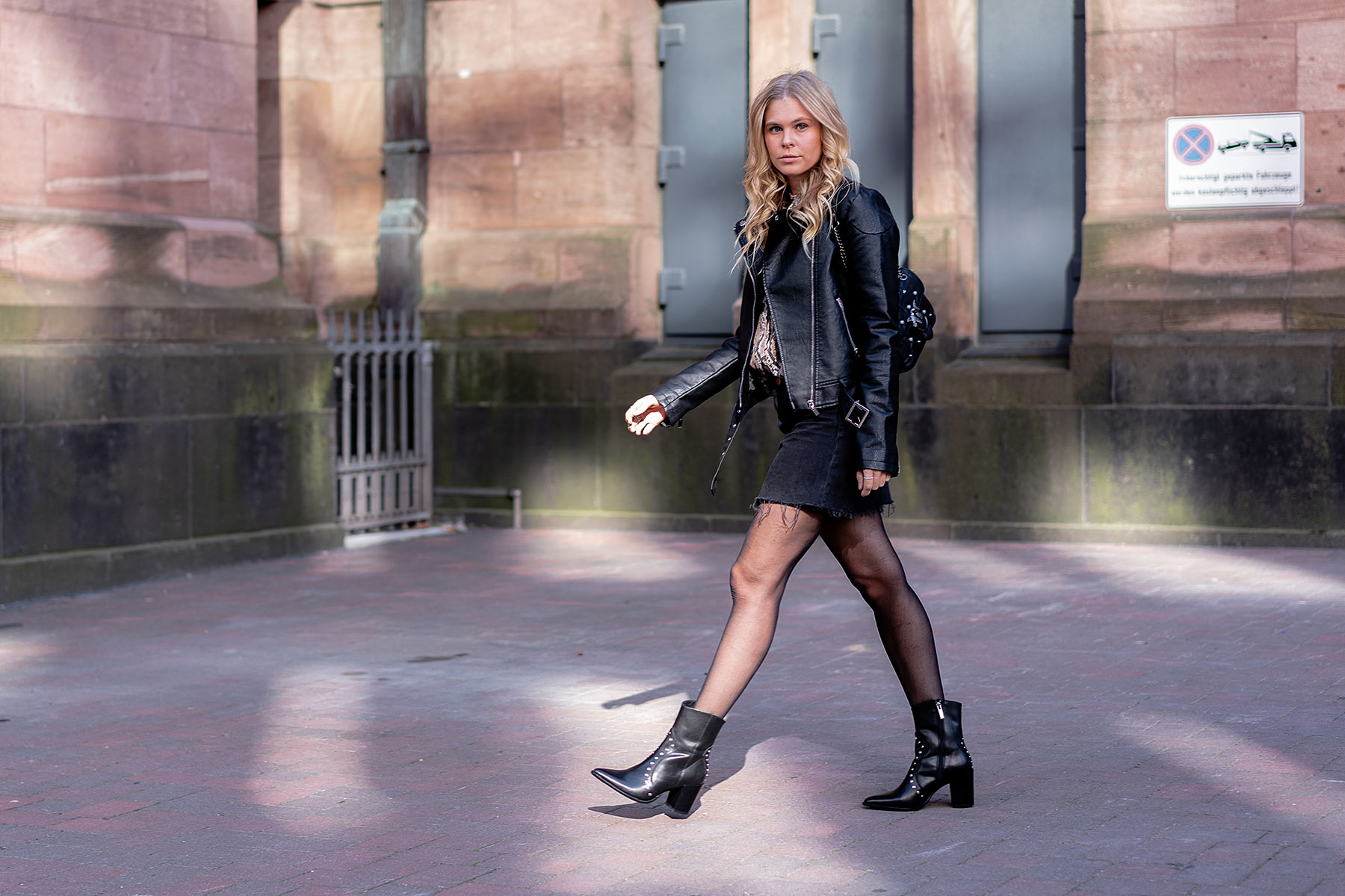 cowboy boots all black streetstyle outfit fashion blogger sunnyinga