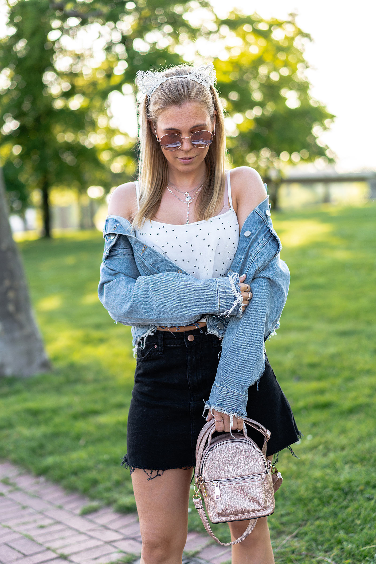 denim festival outfit fashion blogger sunnyinga