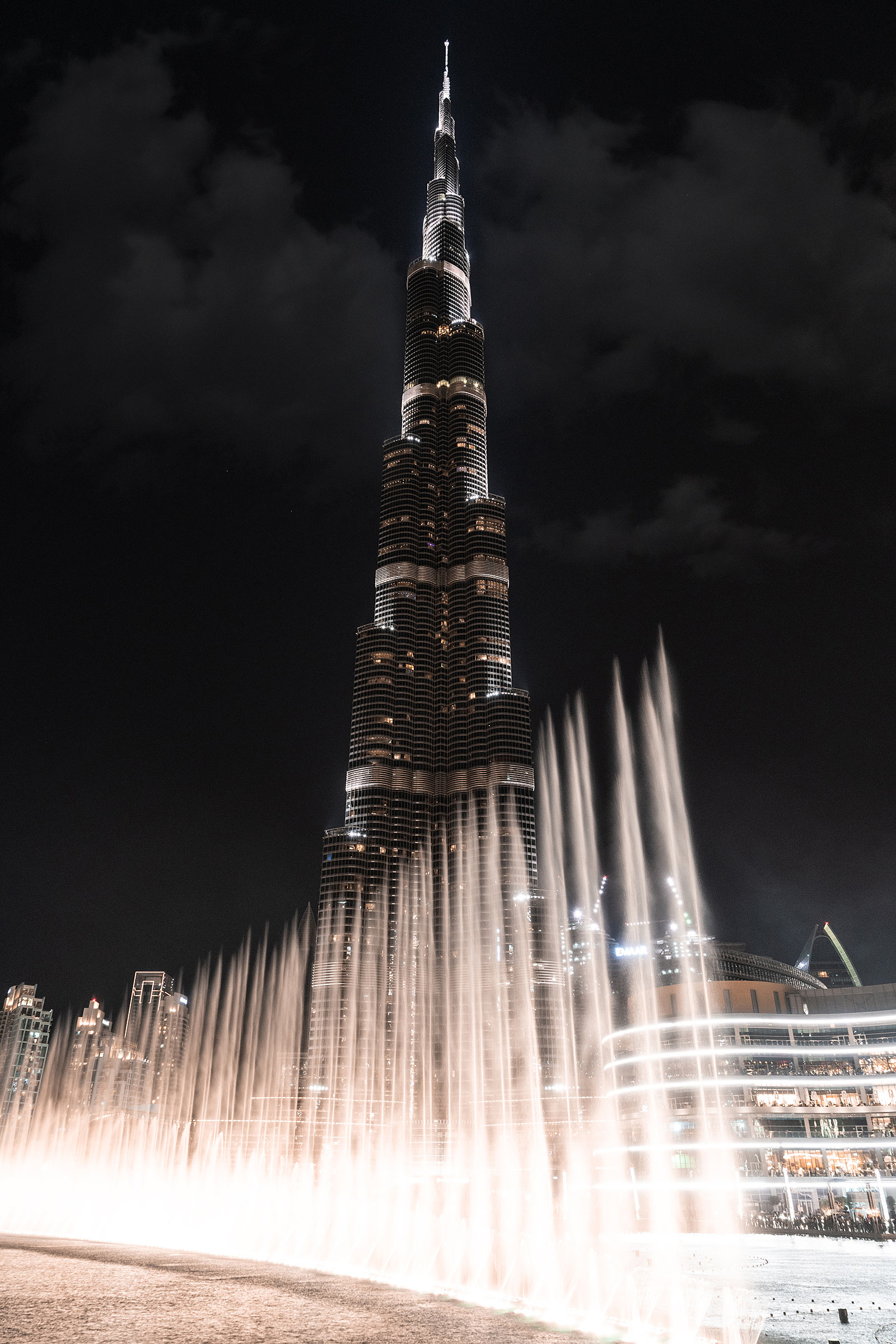 dubai fountain burj khalifa dubai mall travel blogger sunnyinga