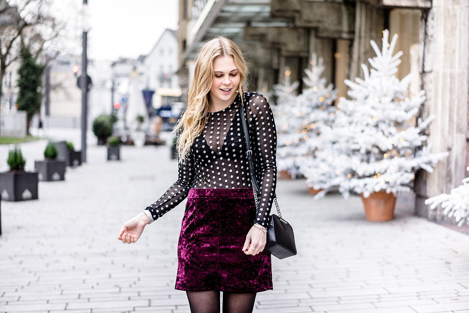 Durchsichtiges Oberteil Silvester Outfit schwarz Rock Fashionblog Sunnyinga