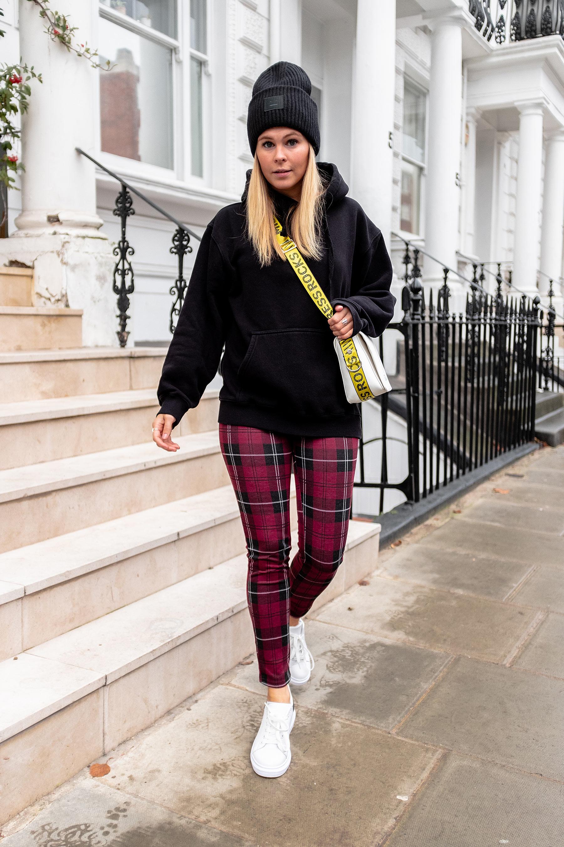 fashion blogger düsseldorf karierte hose outfit sunnyinga
