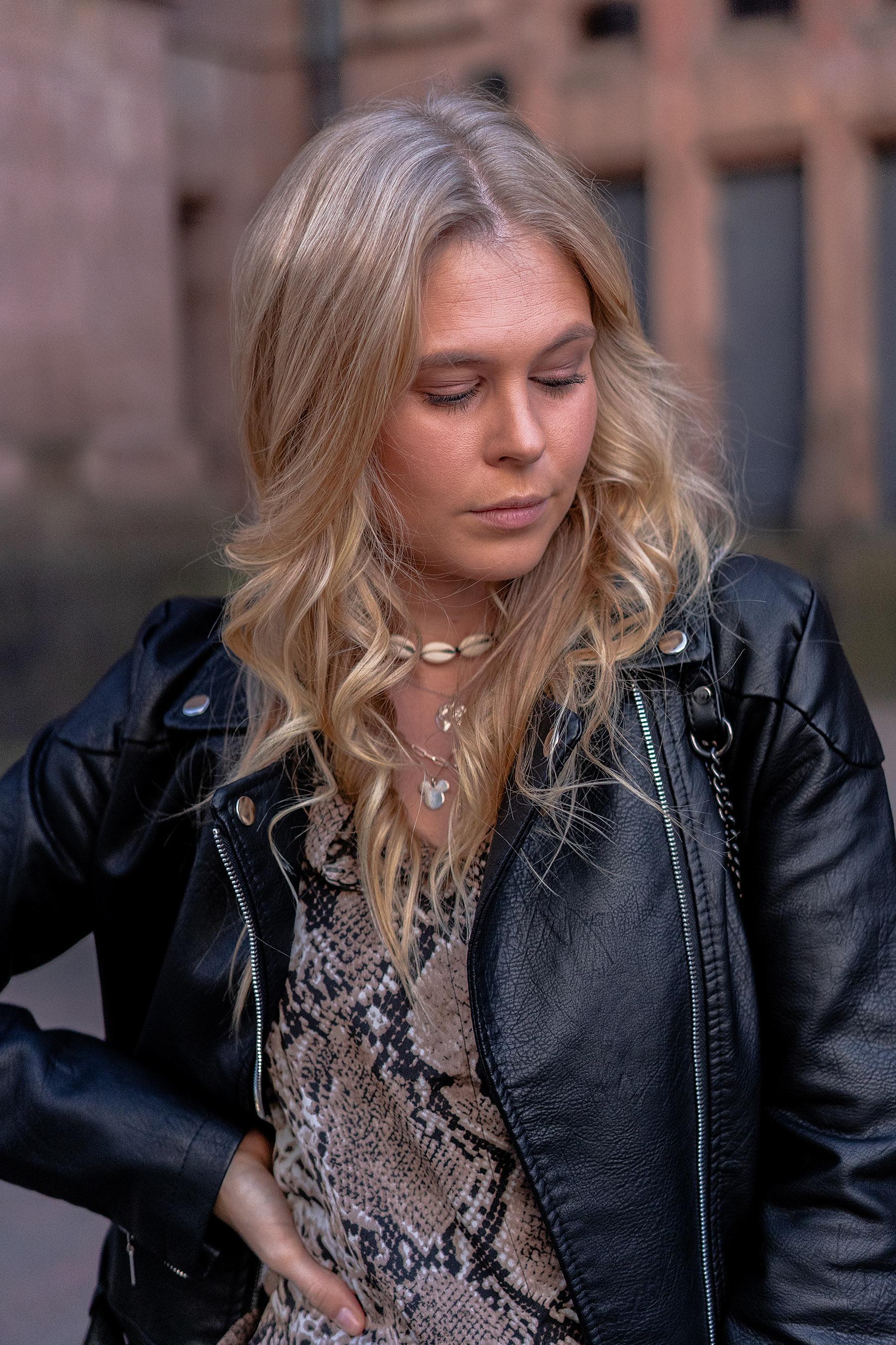 fashion blogger düsseldorf sunnyinga lederjacke outfit