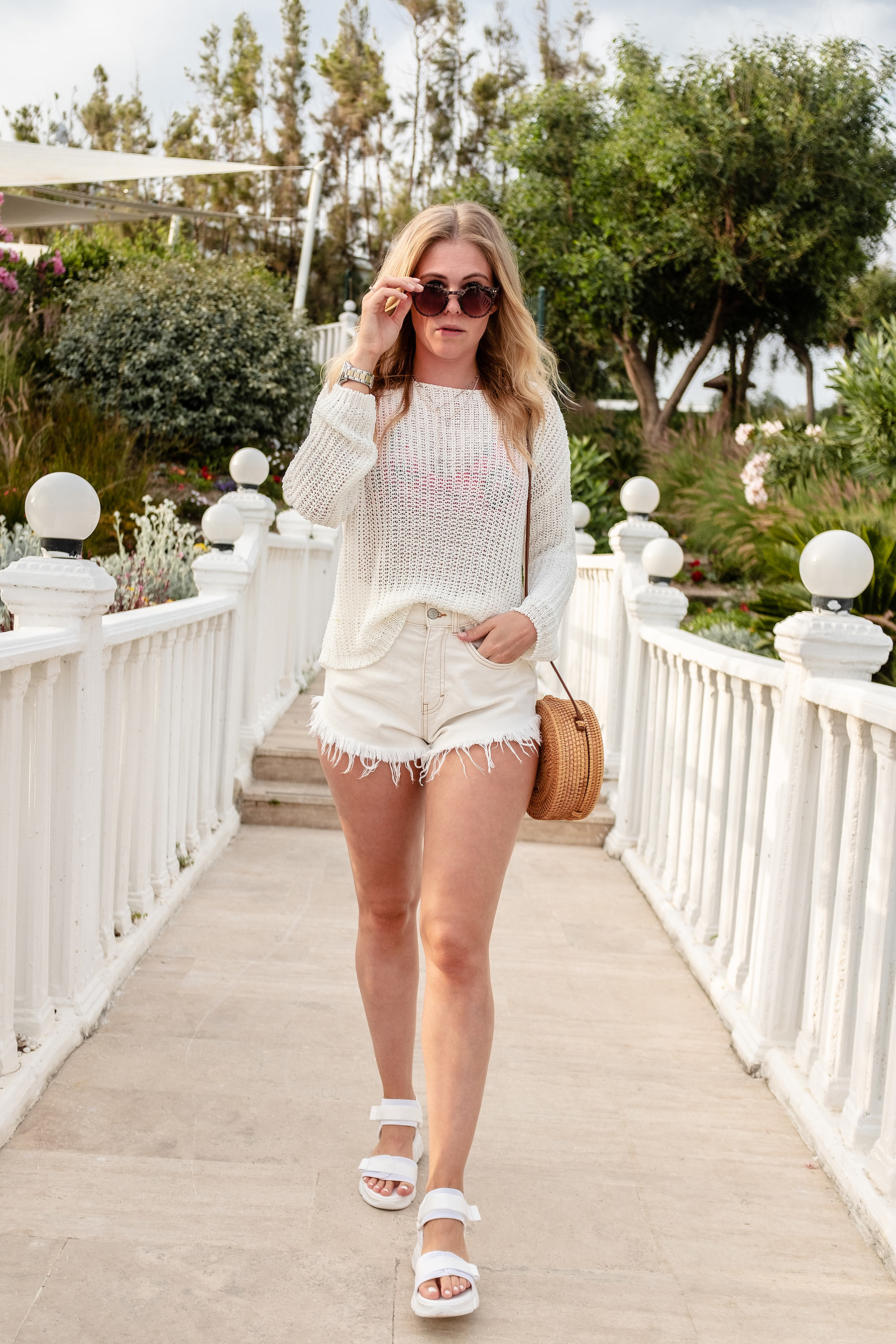 fashion blogger inga brauer all white look trekking-sandalen sunnyinga