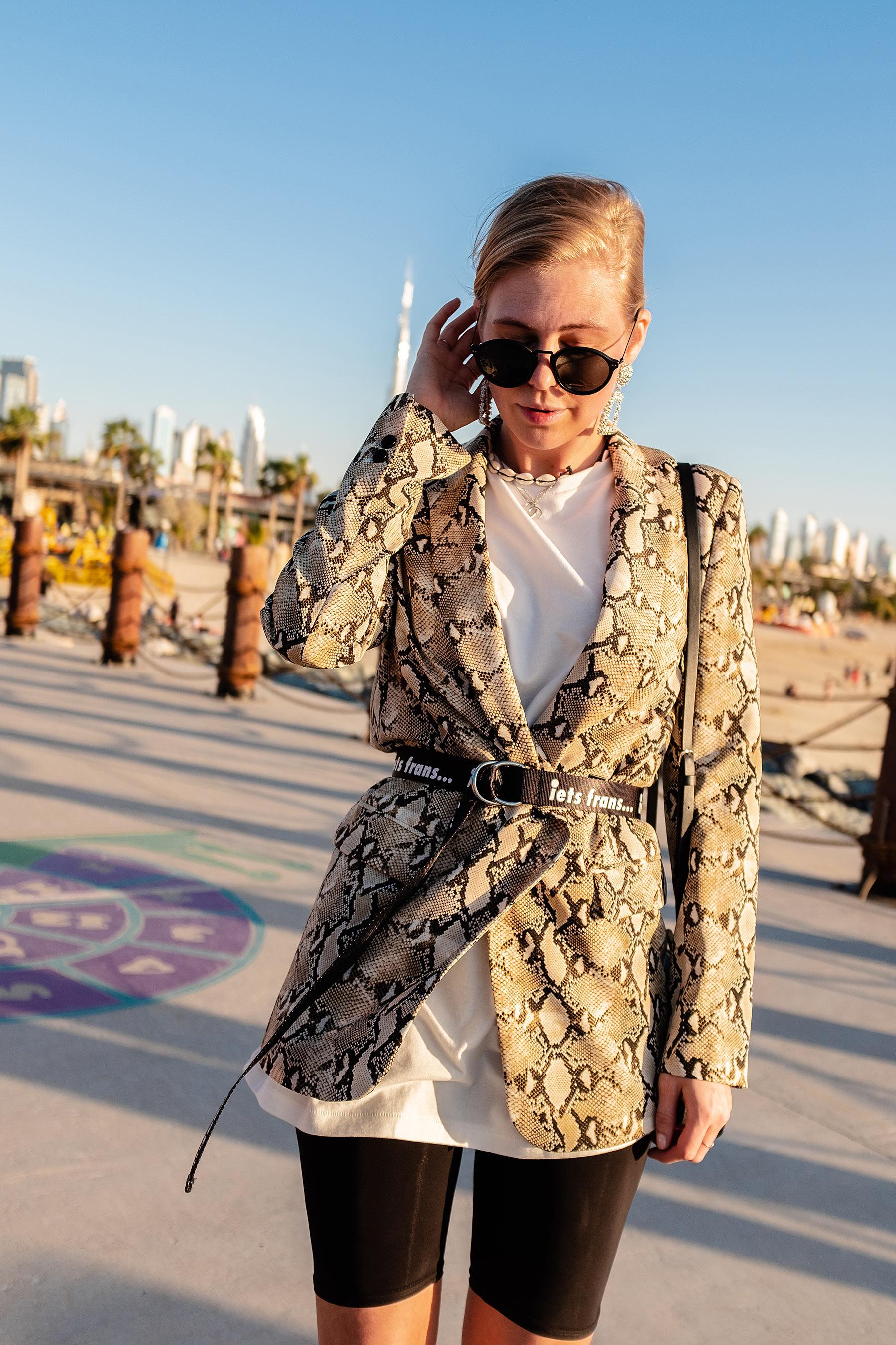 fashion blogger outfit blazer mit gürtel dubai look sunnyinga