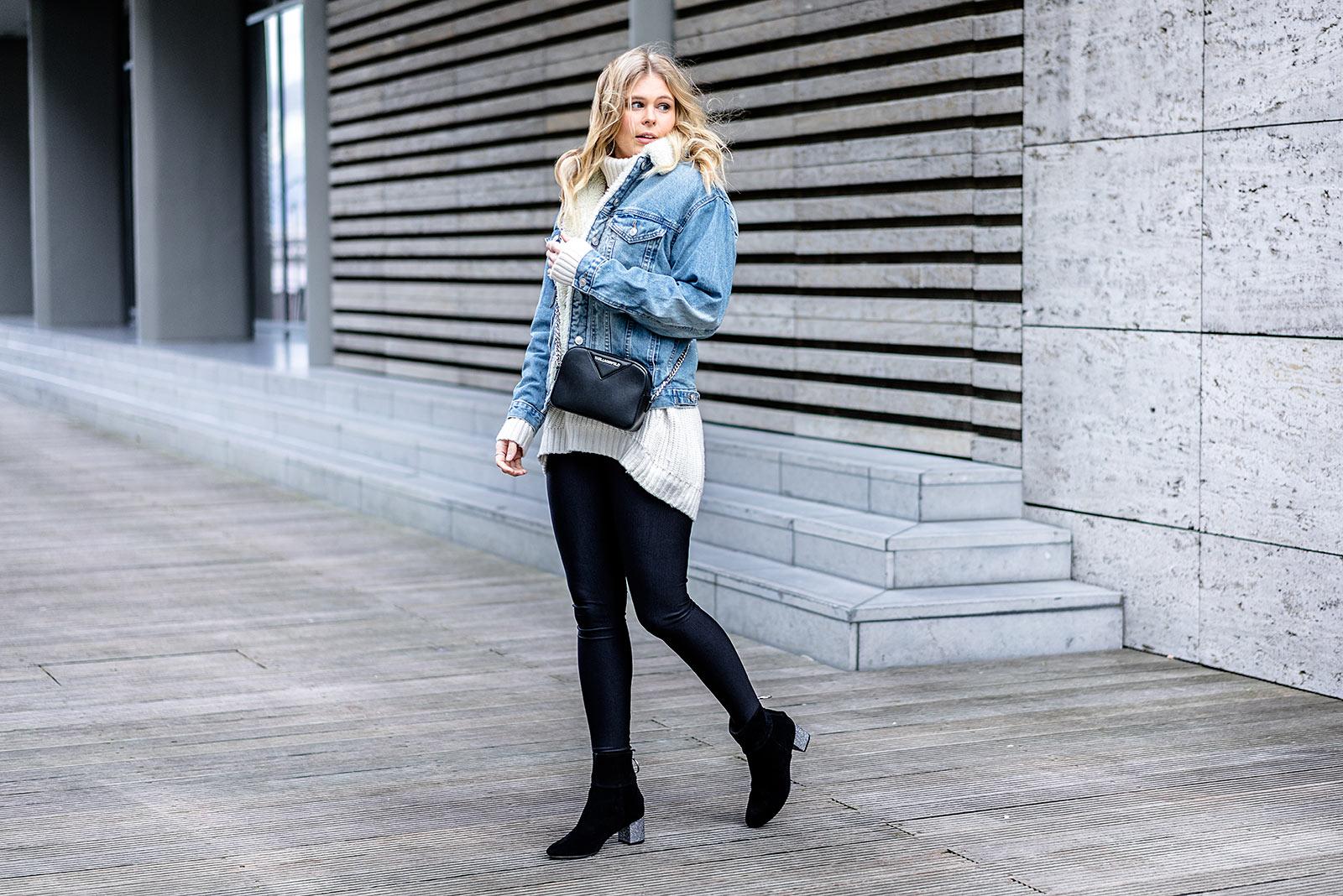 Fashion Blogger Outfit Winter Jeansjacke Leggings Boots Sunnyinga