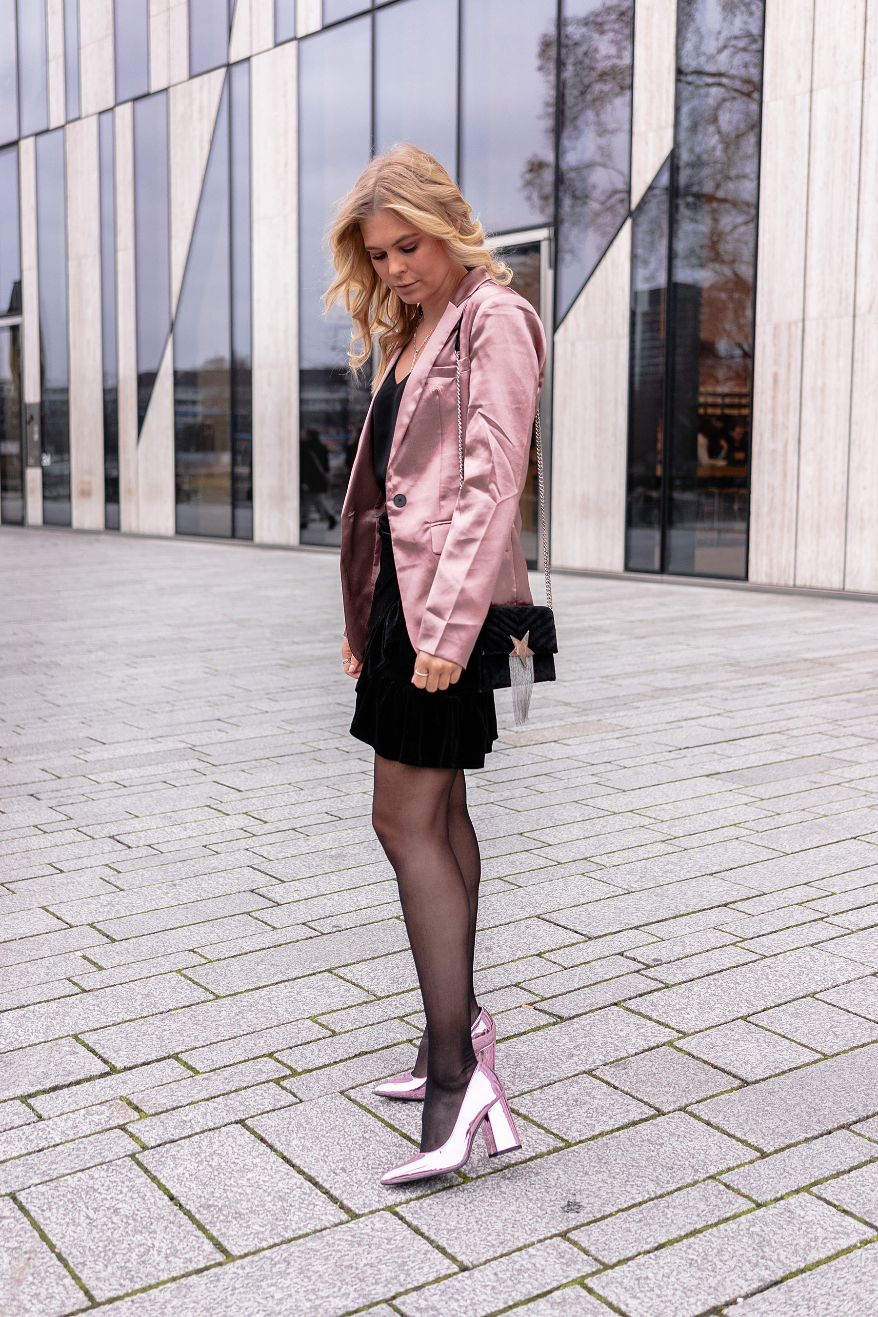 fashion blogger sunnyinga weihnachtsoutfit blazer high heels