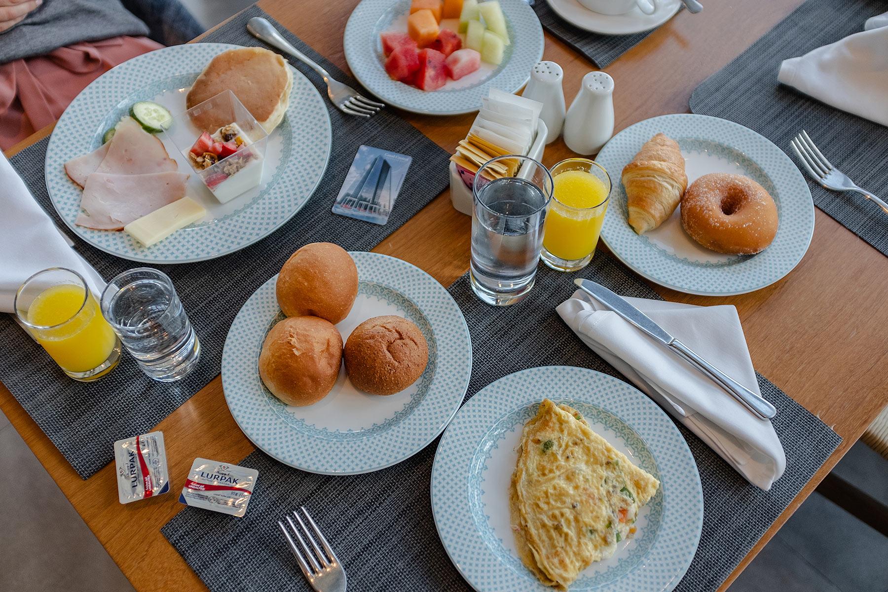 frühstück canal central hotel dubai travel blog sunnyinga