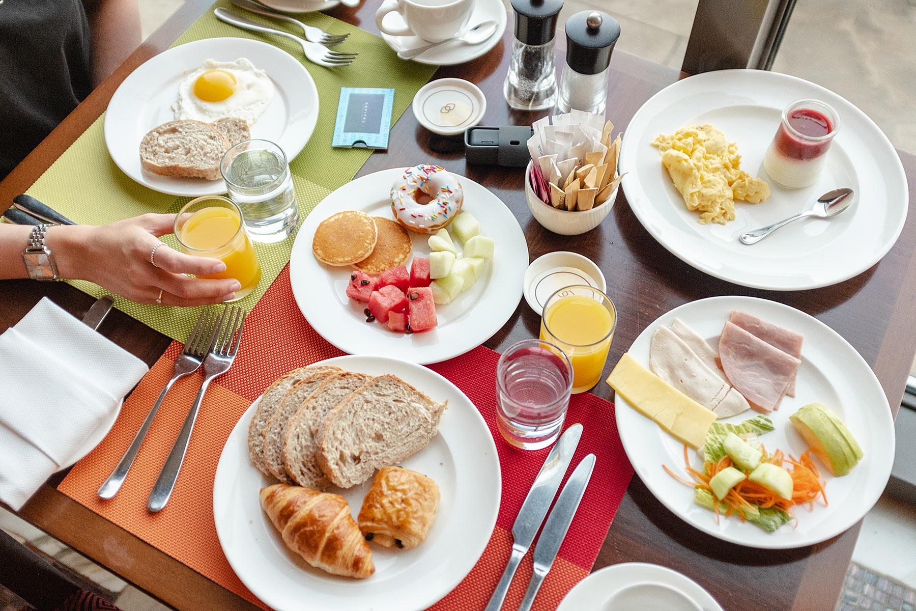 frühstück sofitel dubai jumeirah beach travel blog sunnyinga